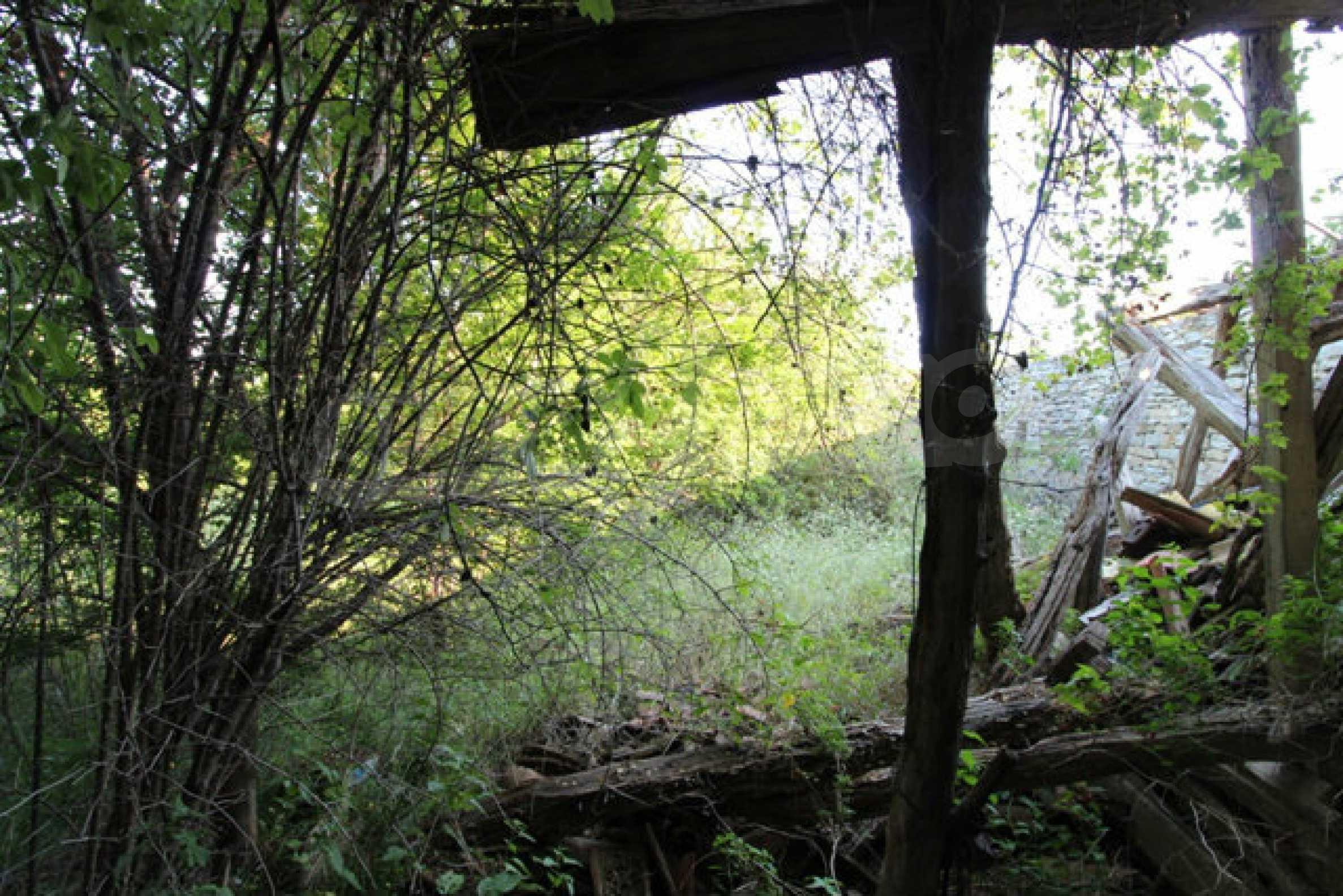 Масивна двуетажна къща в село на 10 км от Велико Търново 49