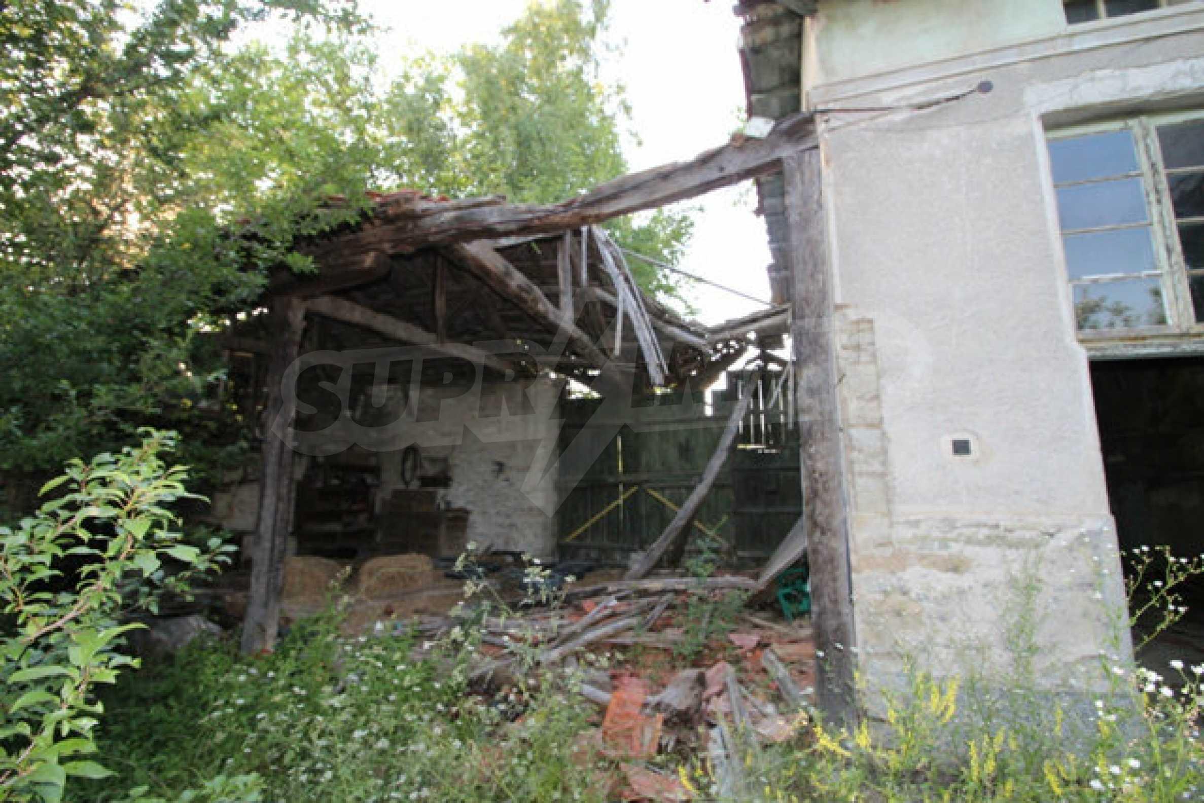 Масивна двуетажна къща в село на 10 км от Велико Търново 50
