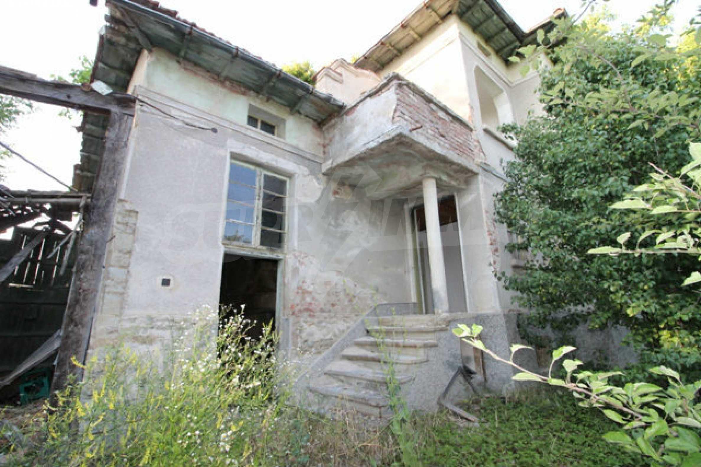 Масивна двуетажна къща в село на 10 км от Велико Търново 51