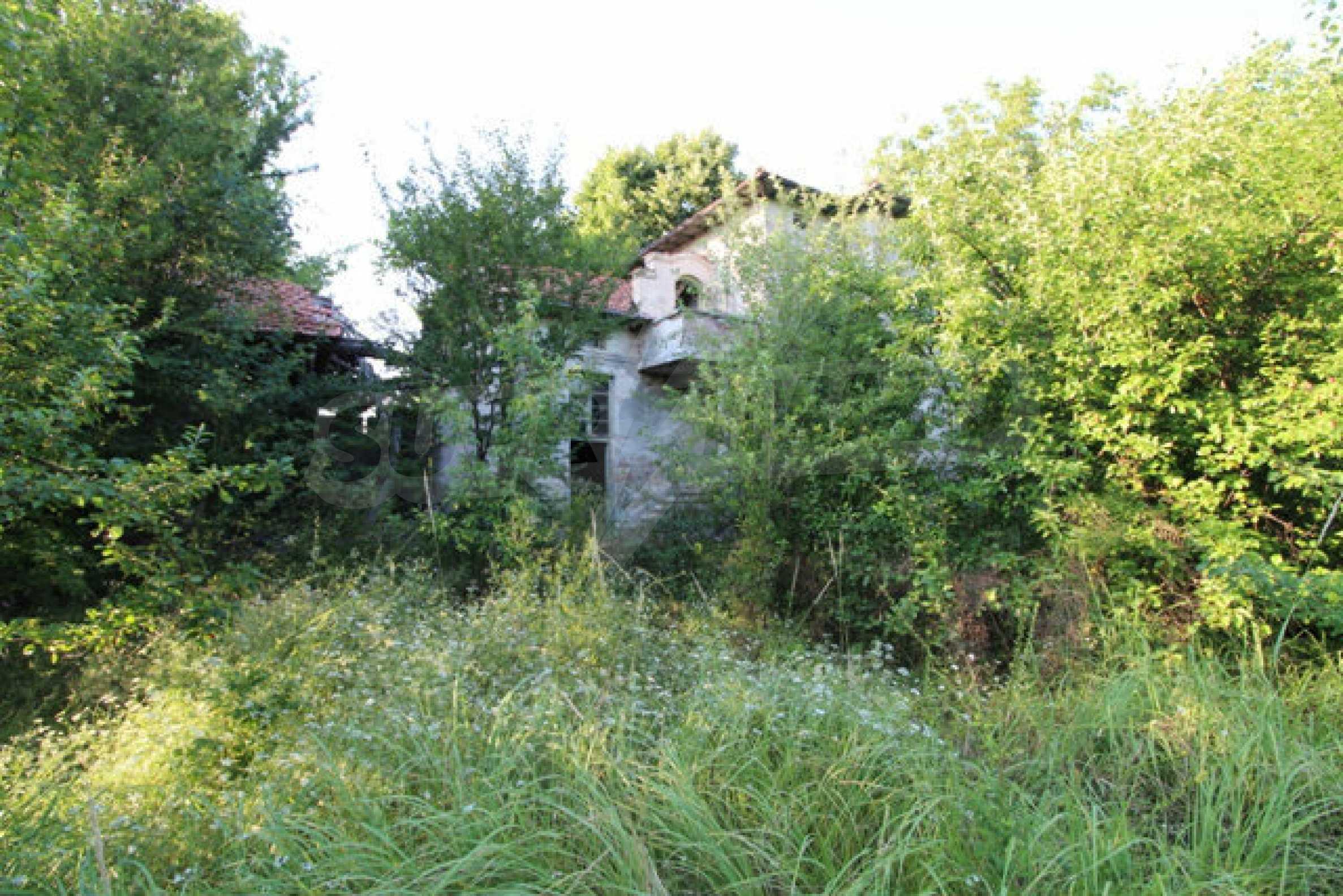 Масивна двуетажна къща в село на 10 км от Велико Търново 54