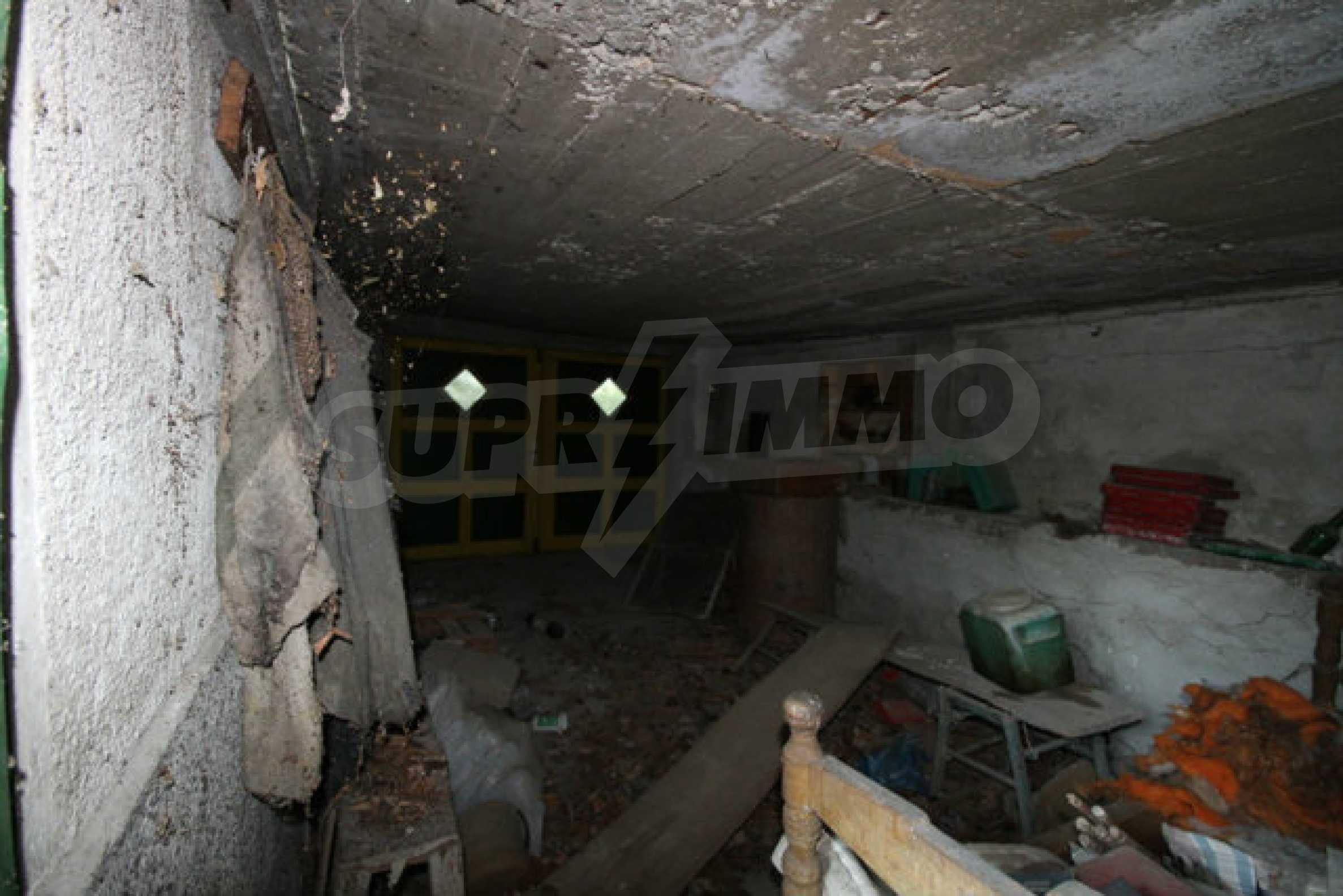 Масивна двуетажна къща в село на 10 км от Велико Търново 6