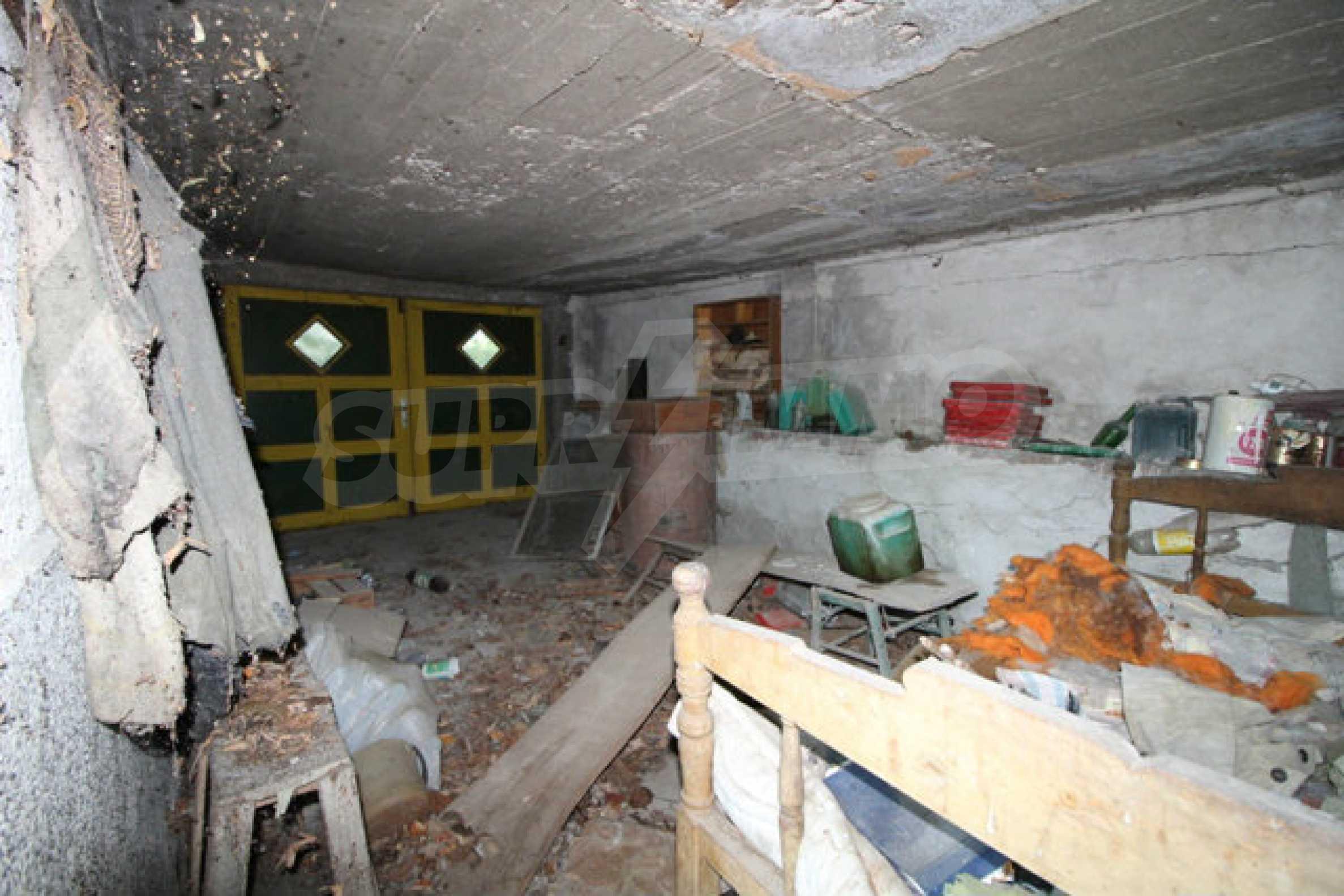 Масивна двуетажна къща в село на 10 км от Велико Търново 7