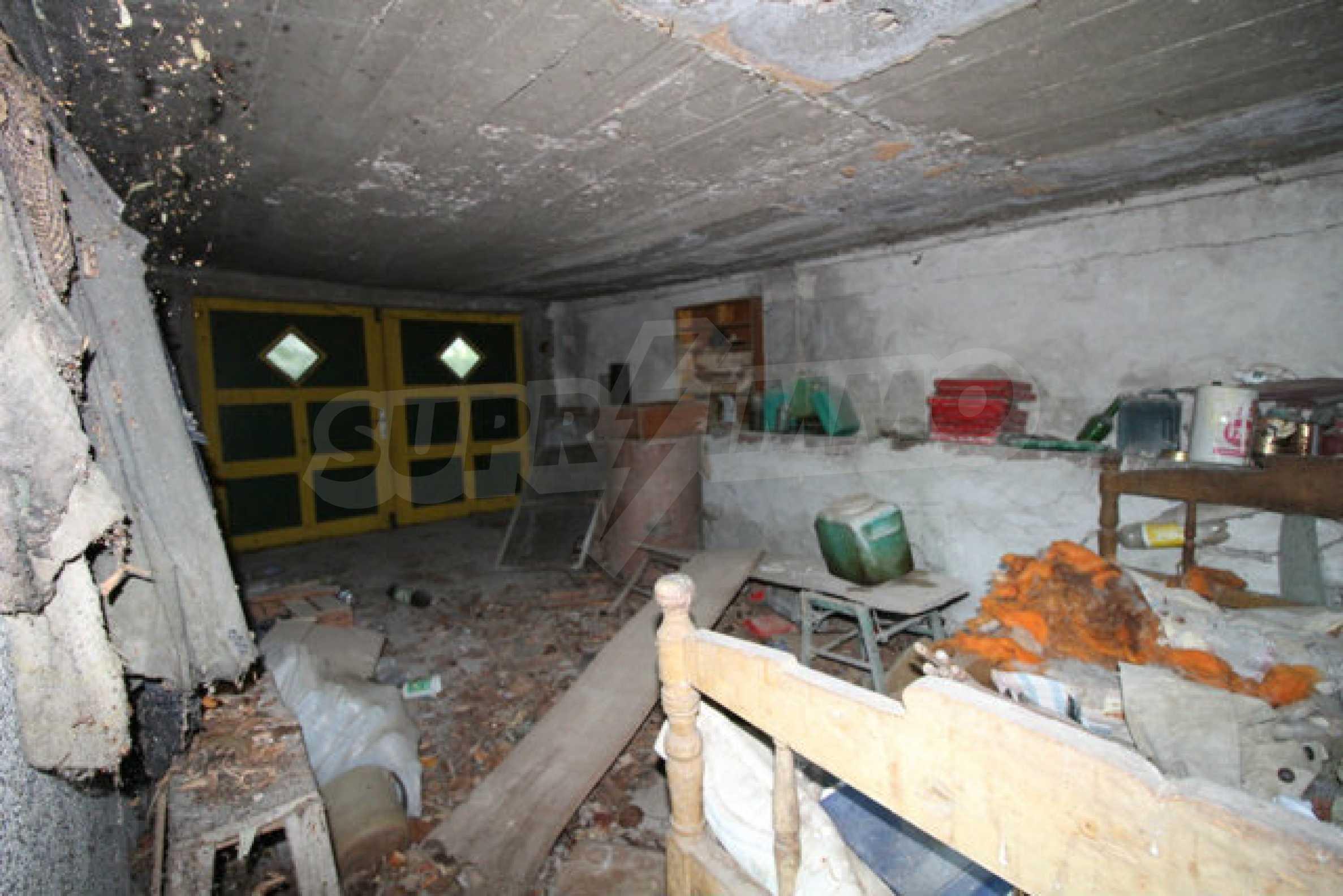 Масивна двуетажна къща в село на 10 км от Велико Търново 8