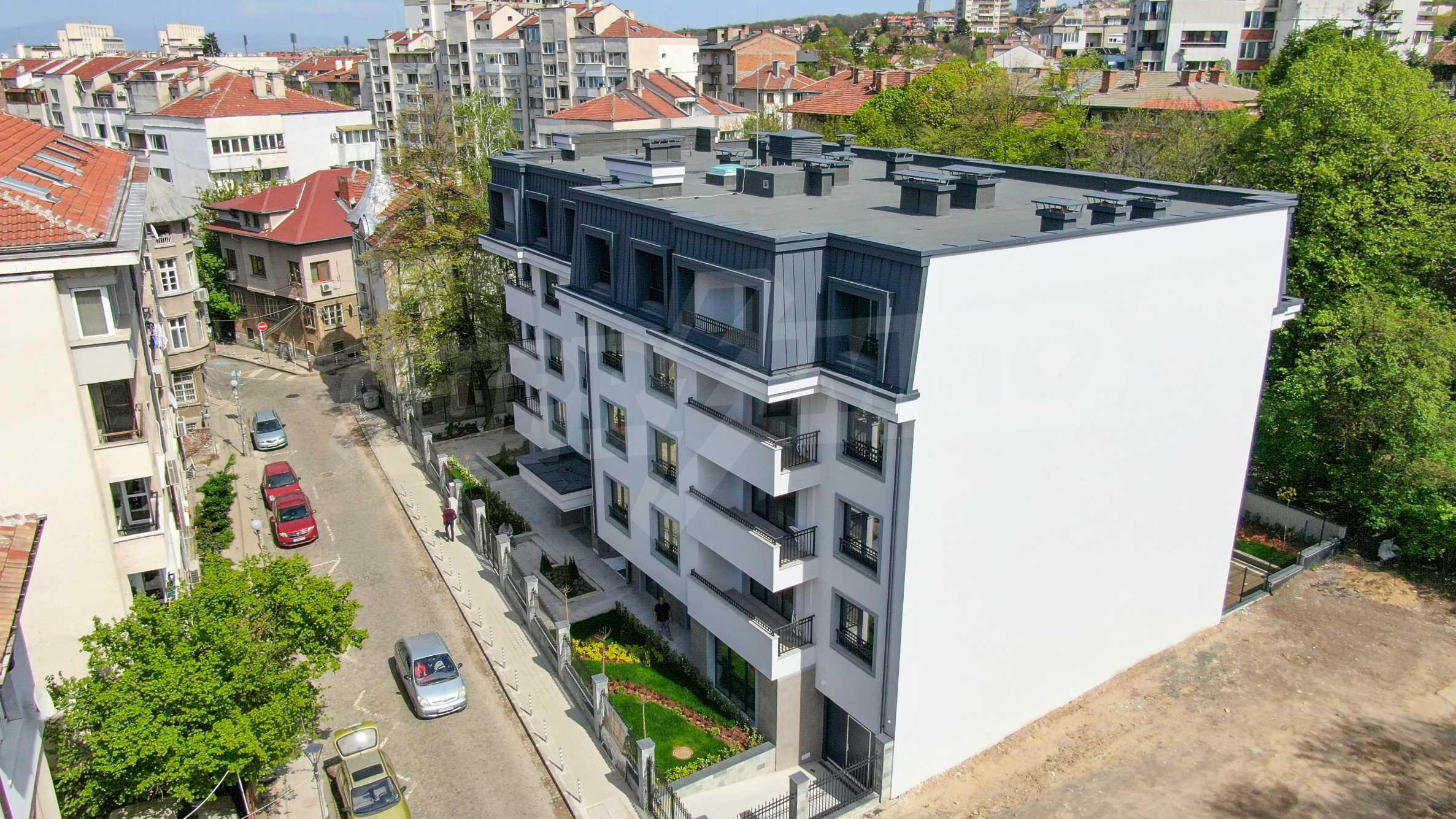 Бутикова сграда в най-комуникативната и зелена част на кв. Лозенец  1