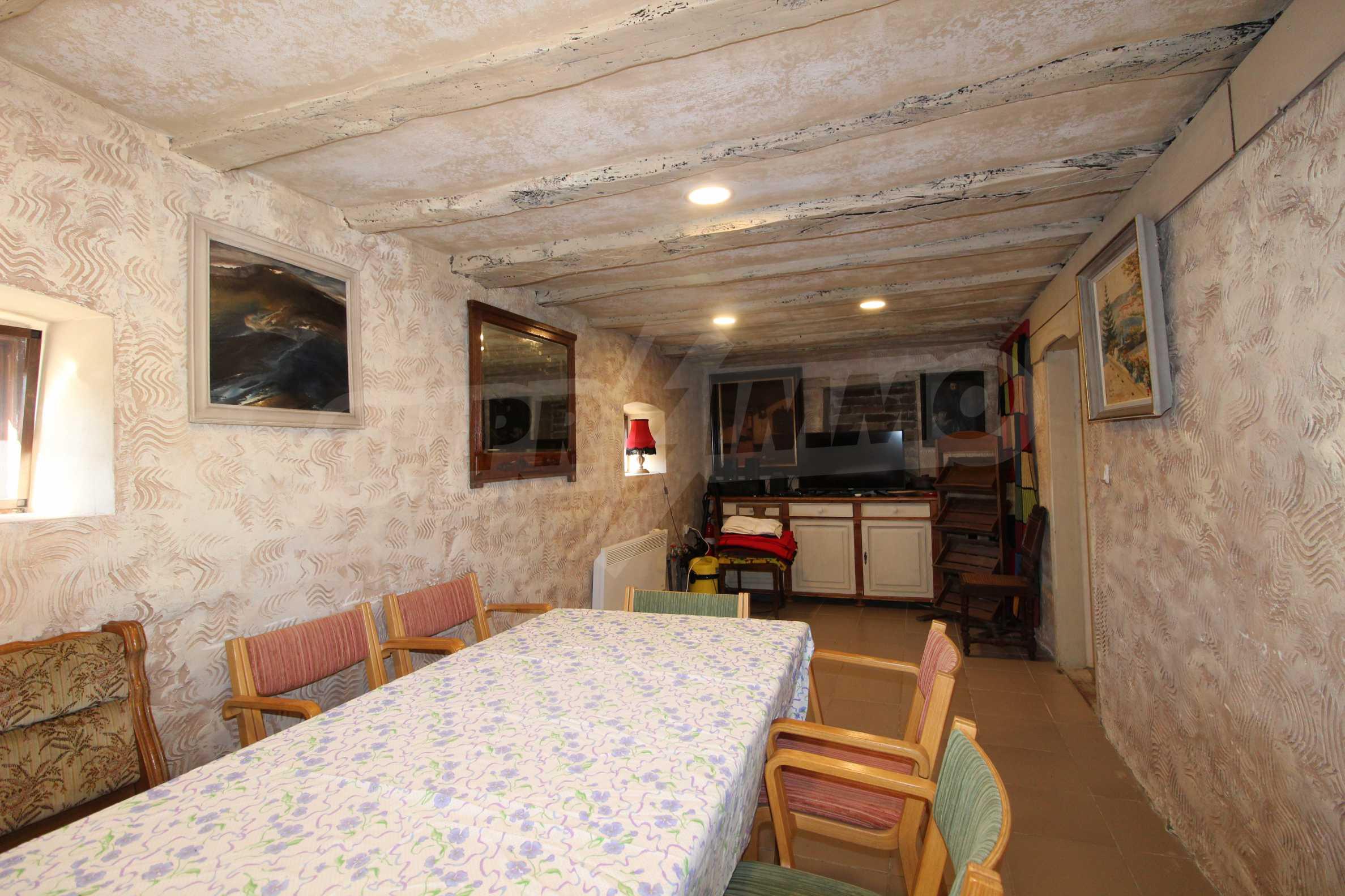 Стилно реновирана вила  само на 12 км. от В. Търново 14