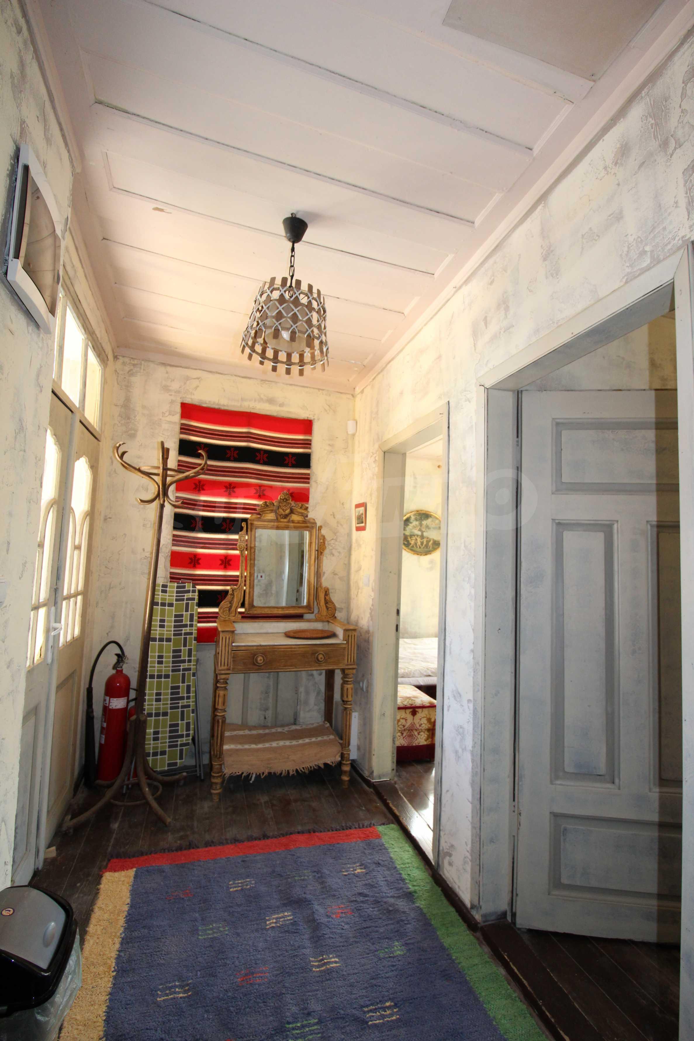 Стилно реновирана вила  само на 12 км. от В. Търново 26