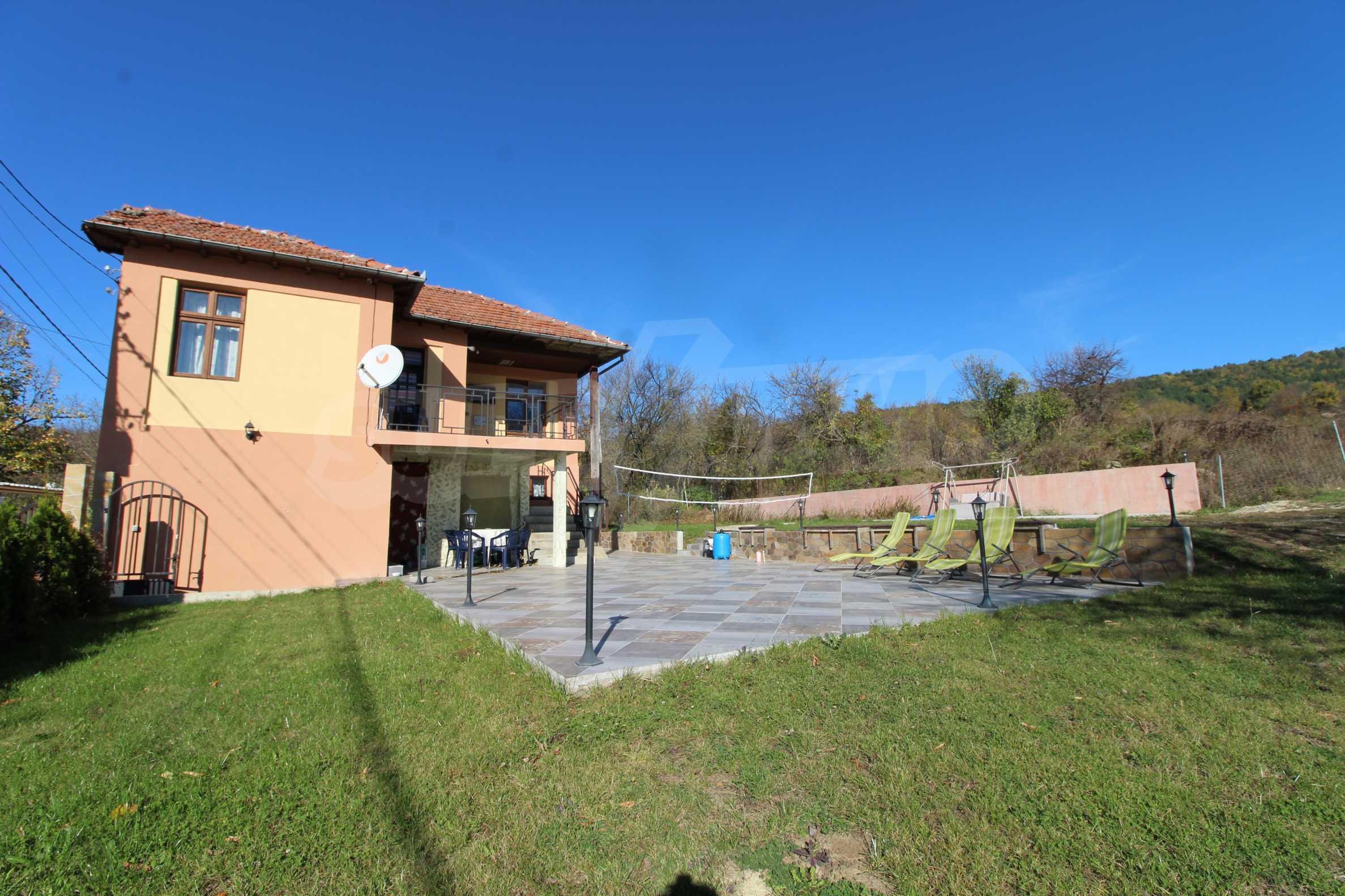 Стилно реновирана вила  само на 12 км. от В. Търново 3