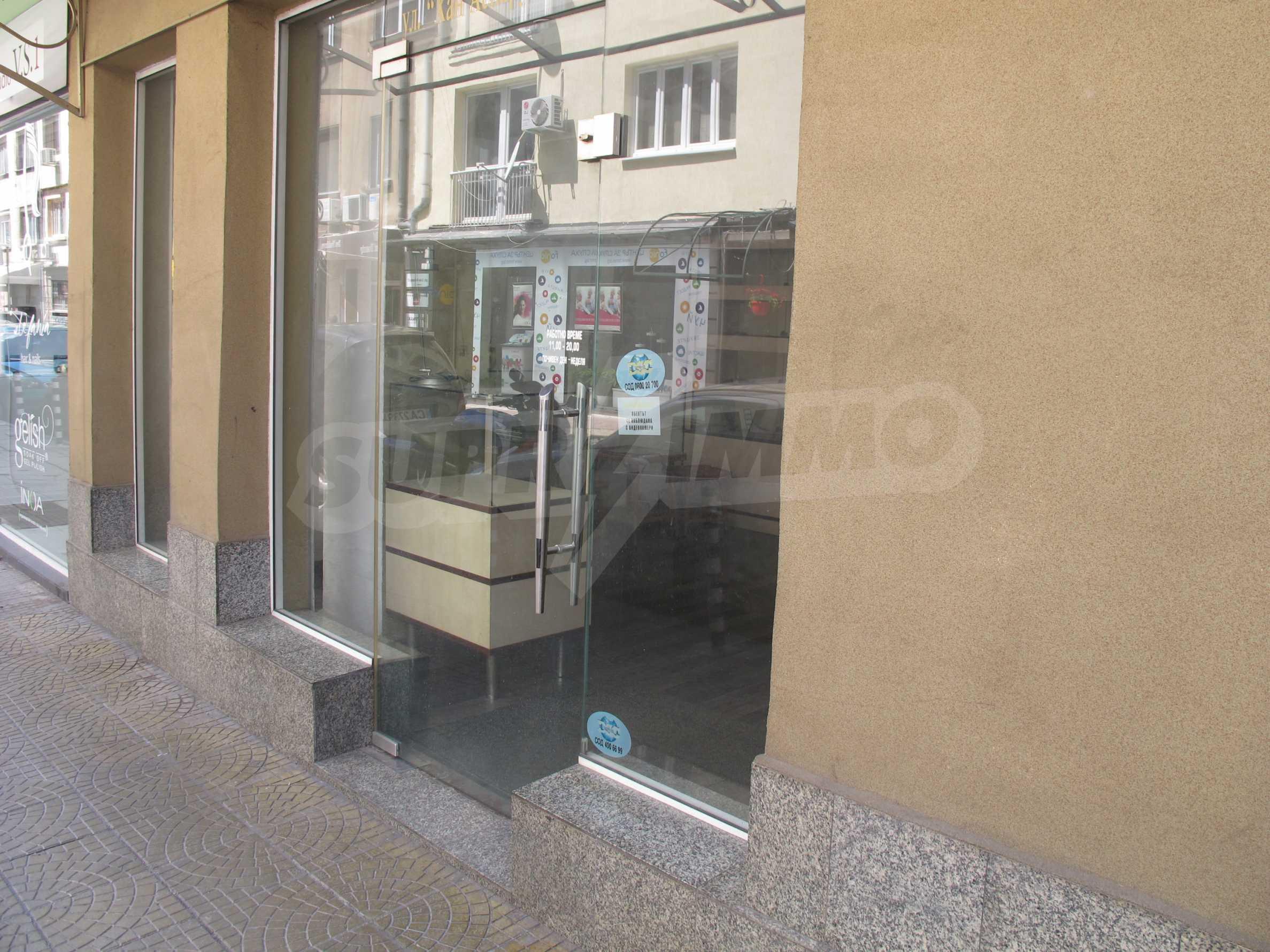 Магазин на метри от пешеходната зона на бул. Витоша 1