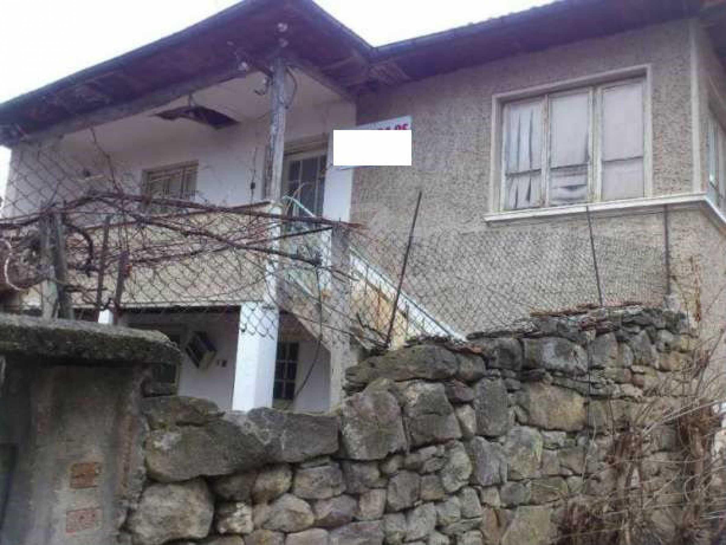 Селска къща с двор  само на 3 км от Велико Търново