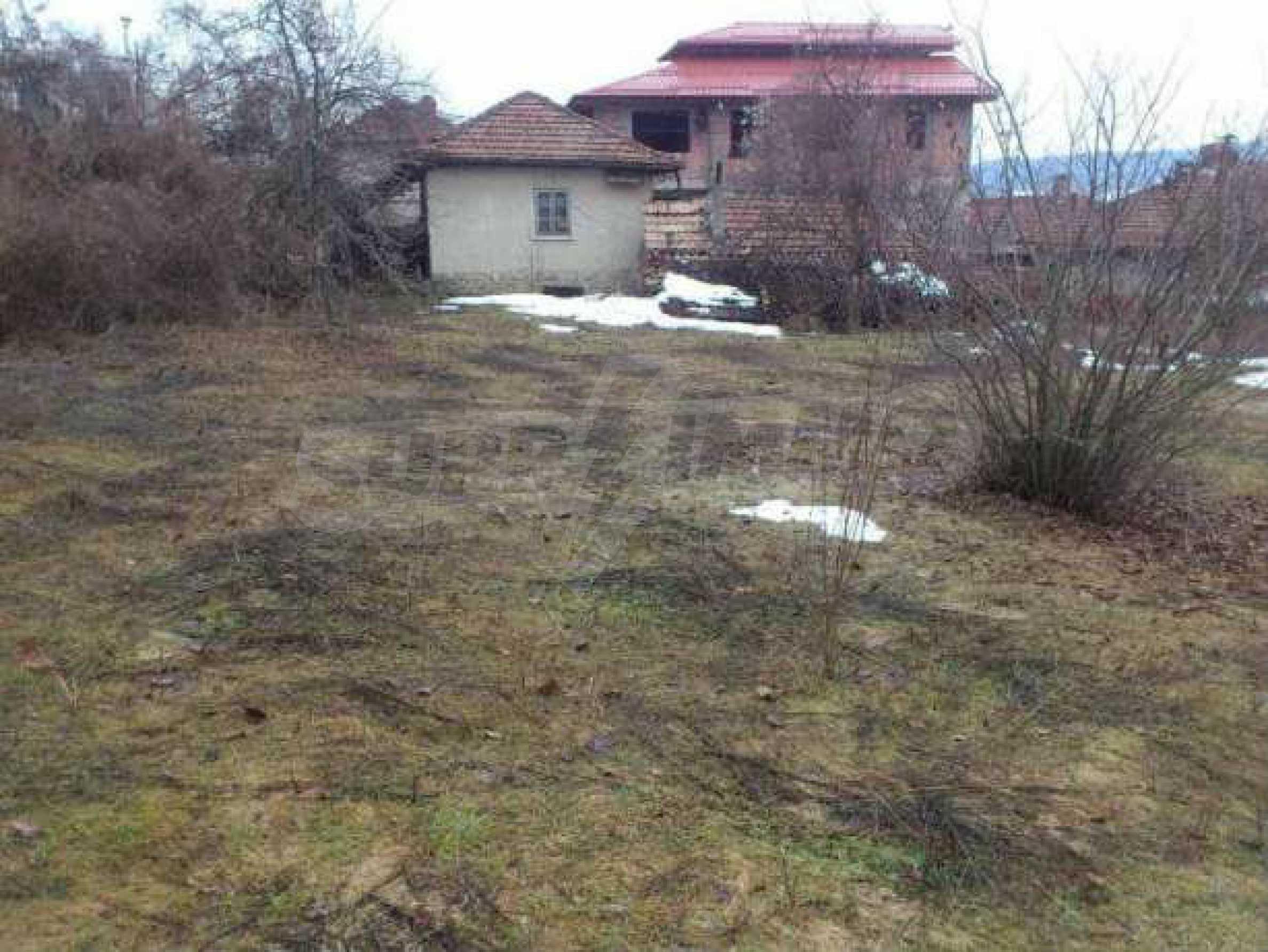 Селска къща с двор  само на 3 км от Велико Търново  1