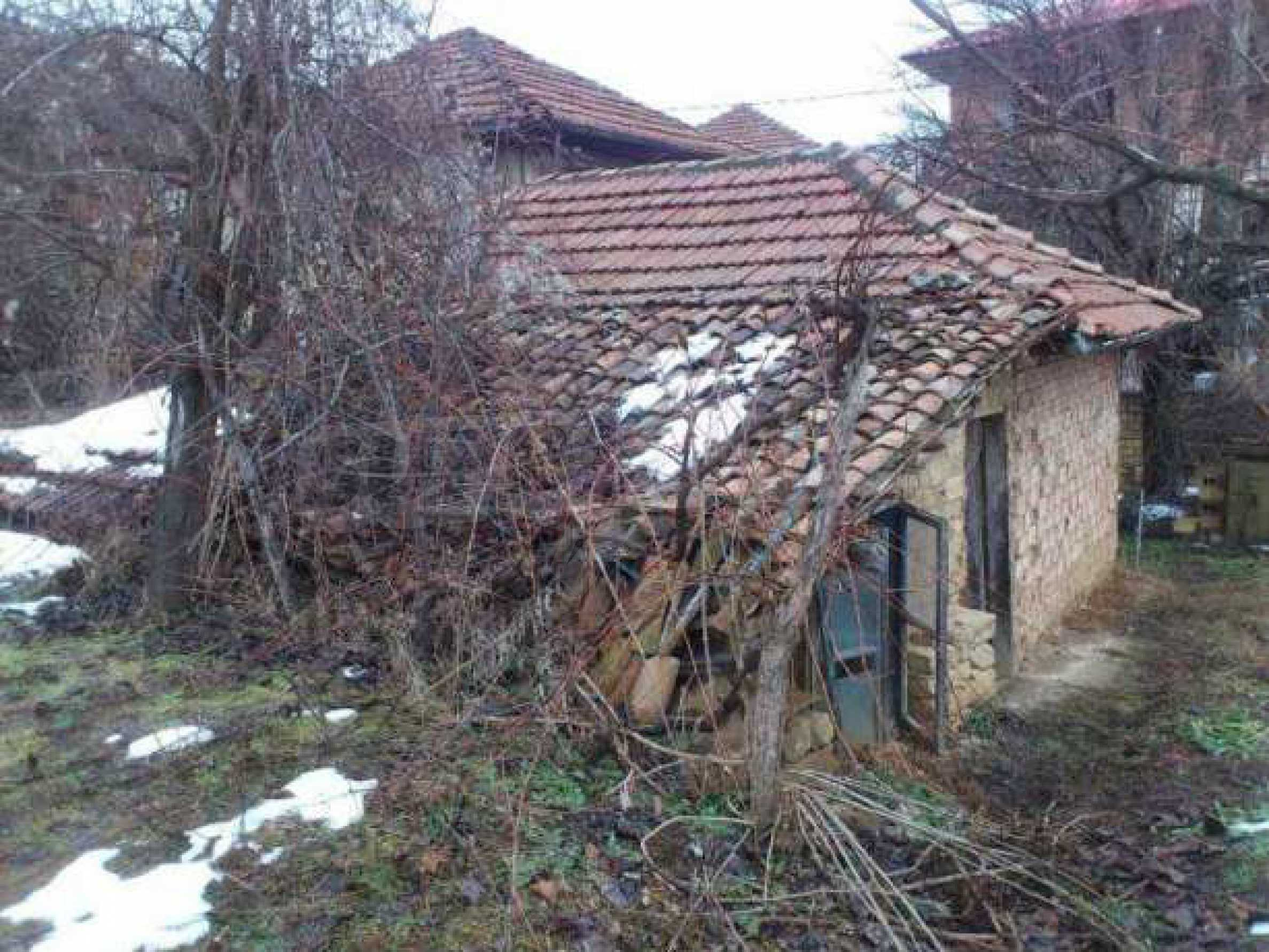 Селска къща с двор  само на 3 км от Велико Търново  2