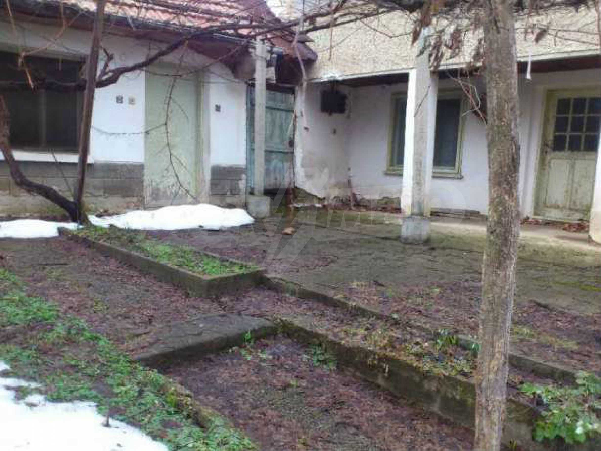 Селска къща с двор  само на 3 км от Велико Търново  3