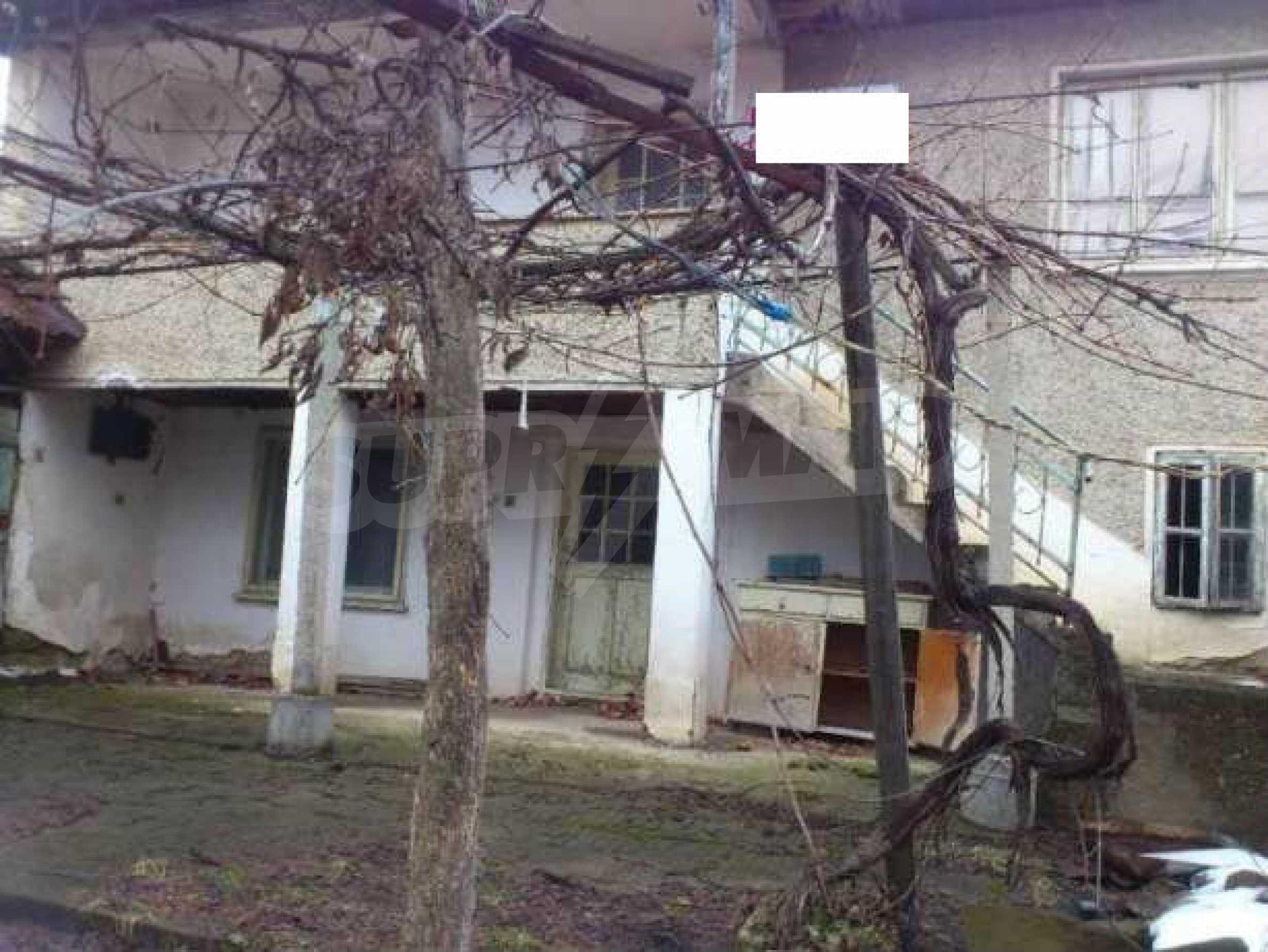 Селска къща с двор  само на 3 км от Велико Търново  4