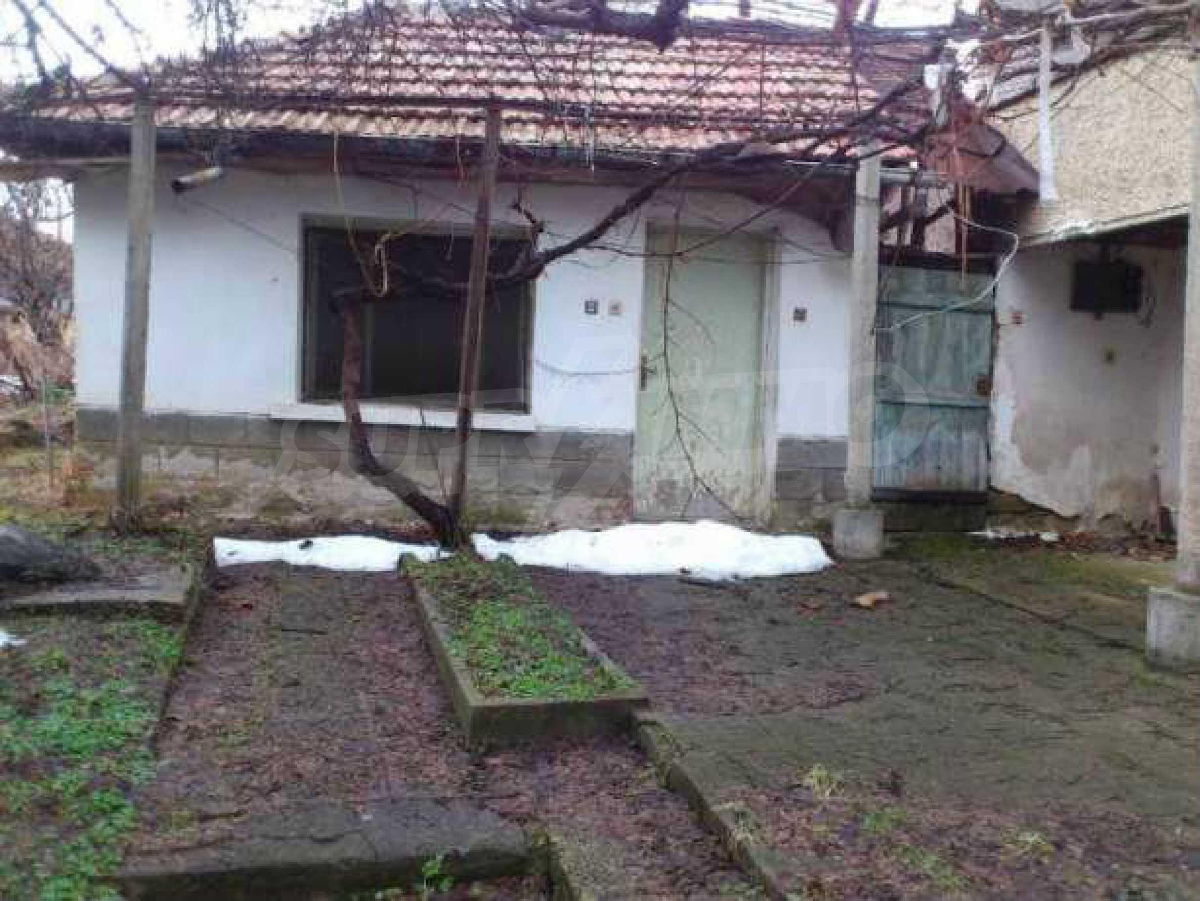 Селска къща с двор  само на 3 км от Велико Търново  5