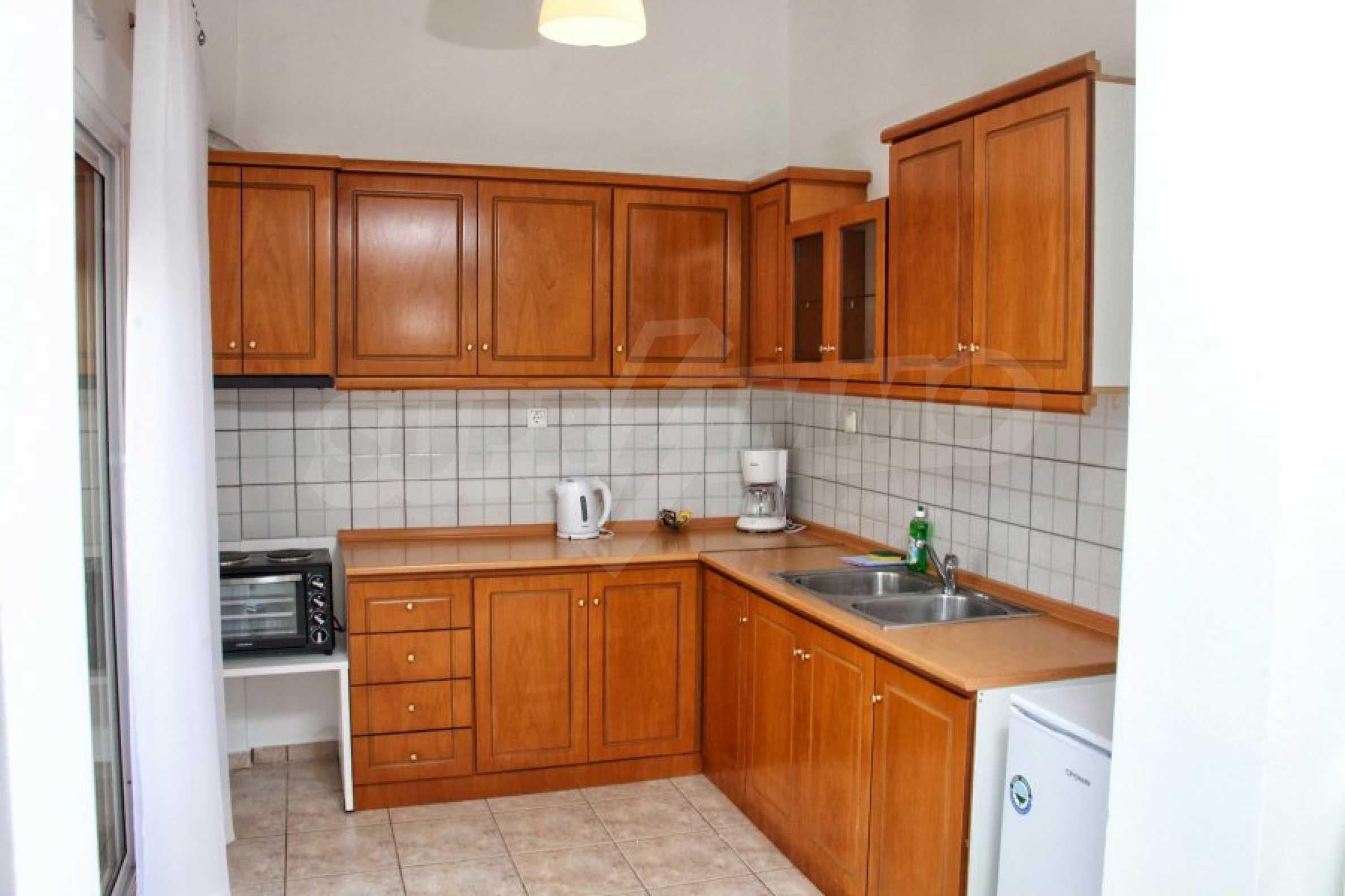 Обзаведен три стаен апартамент в Неа Ираклица 10