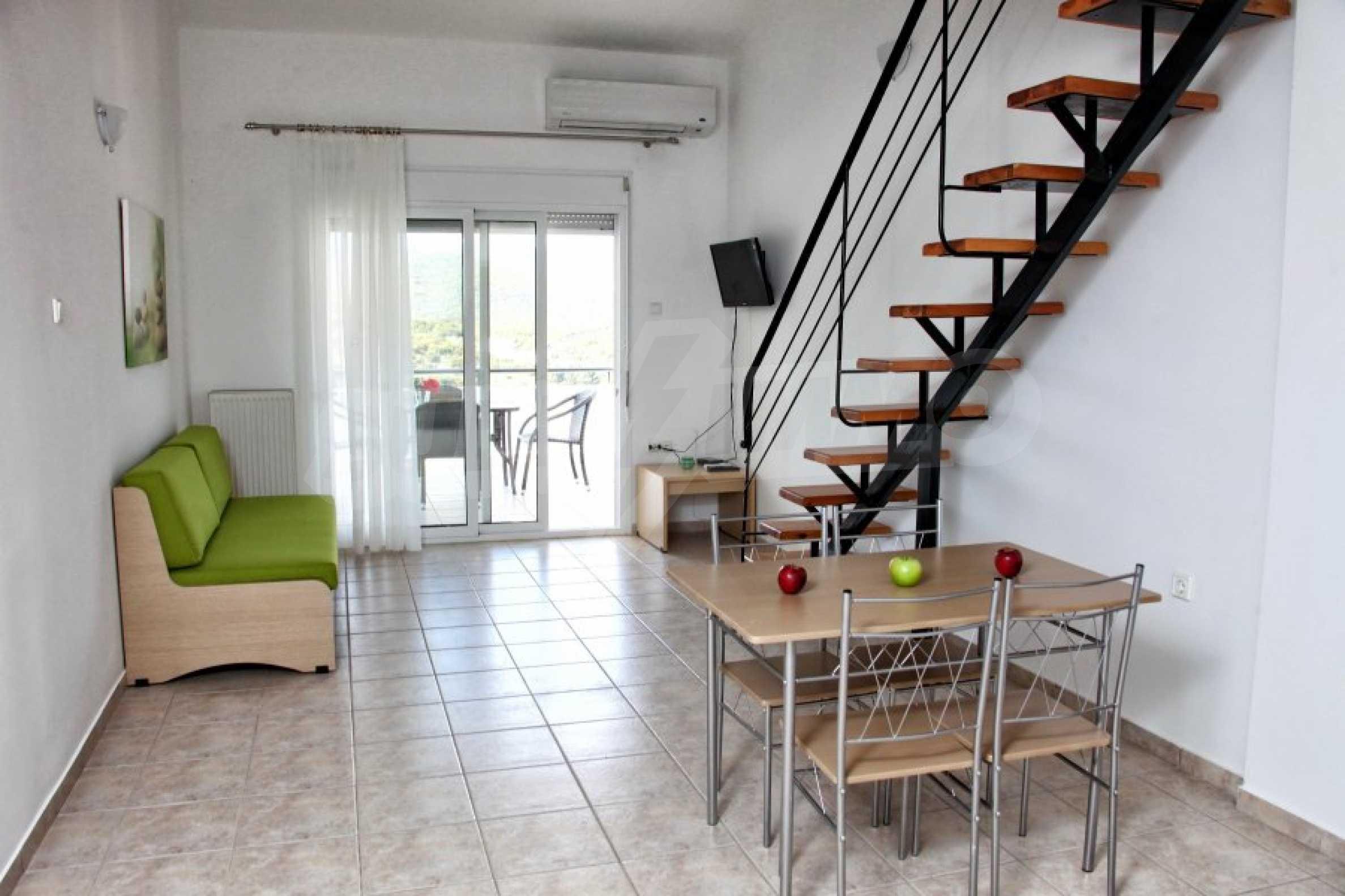 Обзаведен три стаен апартамент в Неа Ираклица 11