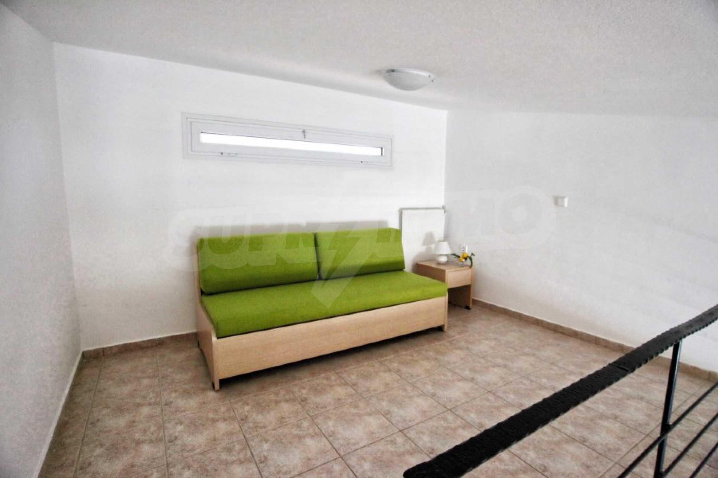 Обзаведен три стаен апартамент в Неа Ираклица 7