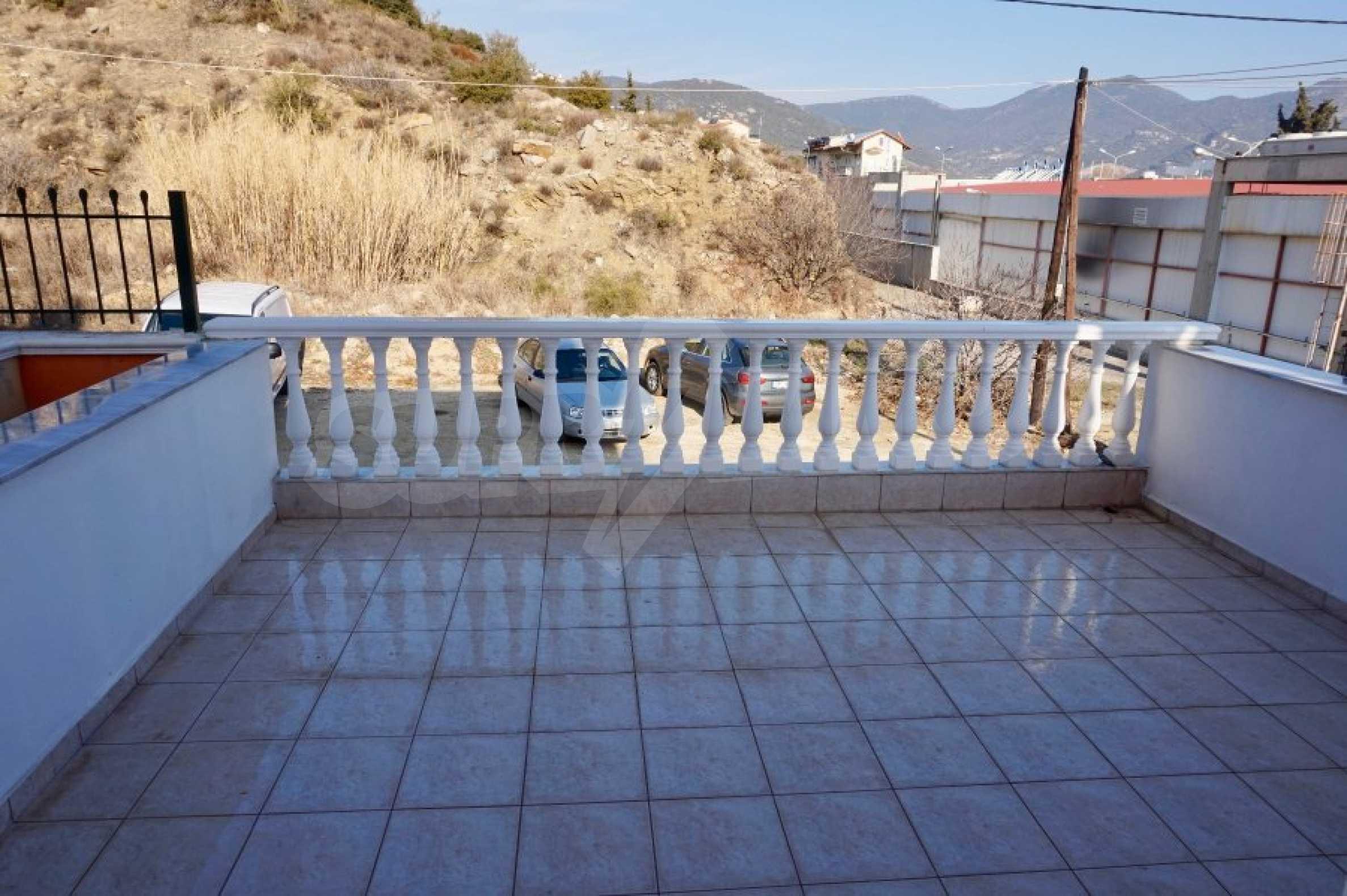 Къща с три спални и гледка към морето 24