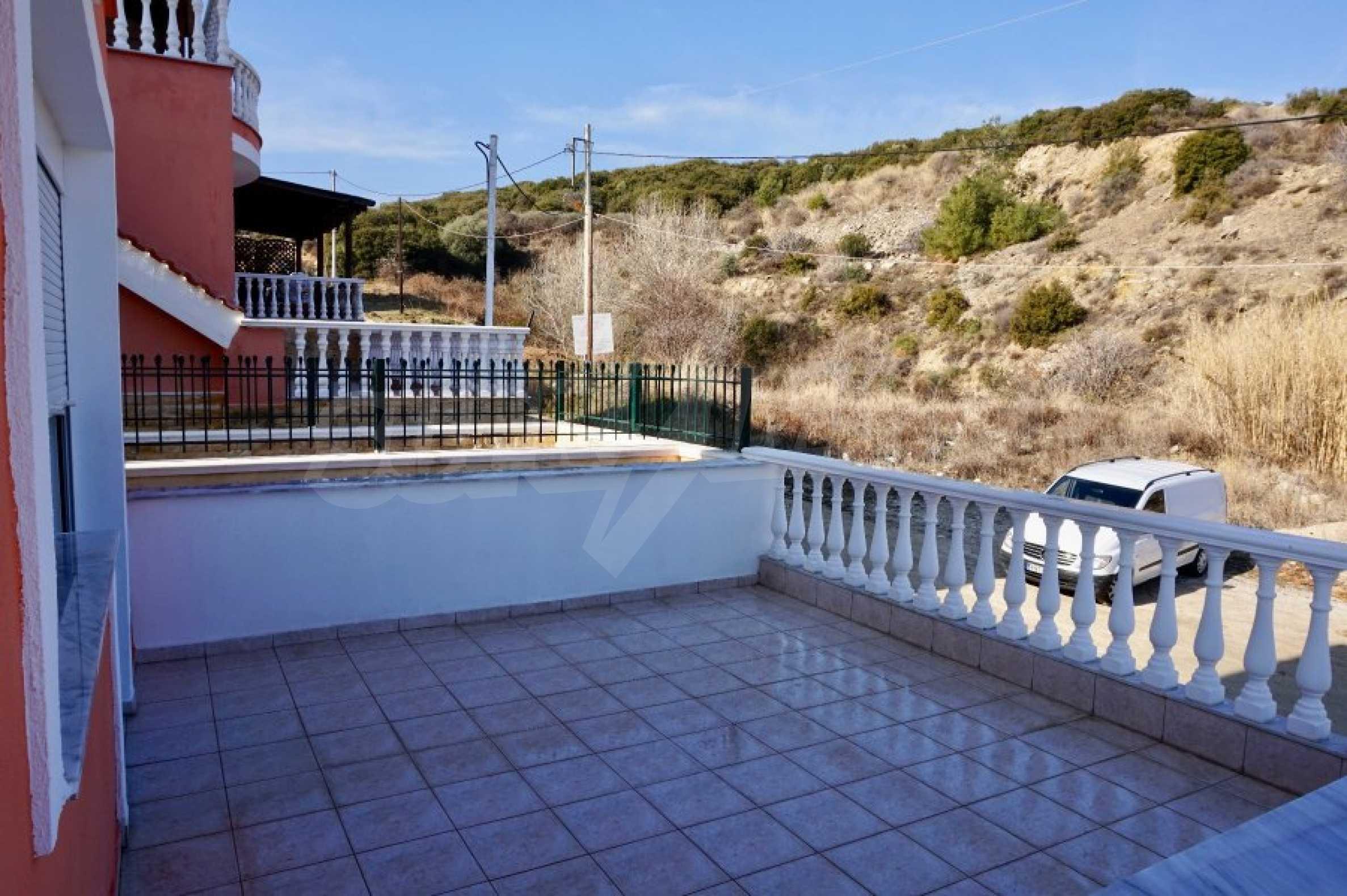 Къща с три спални и гледка към морето 27
