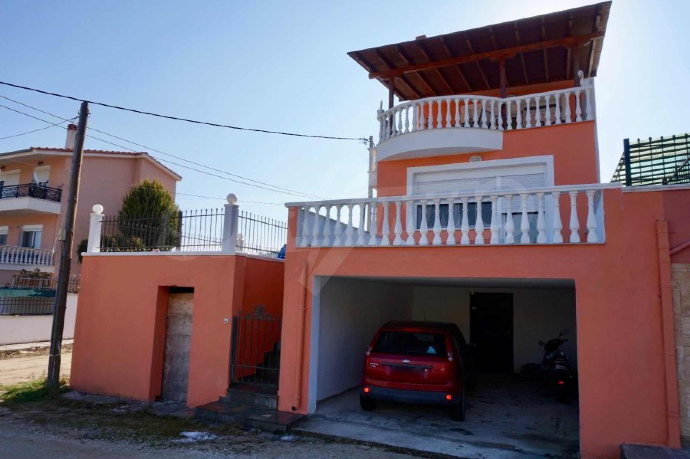 Къща с три спални и гледка към морето 2