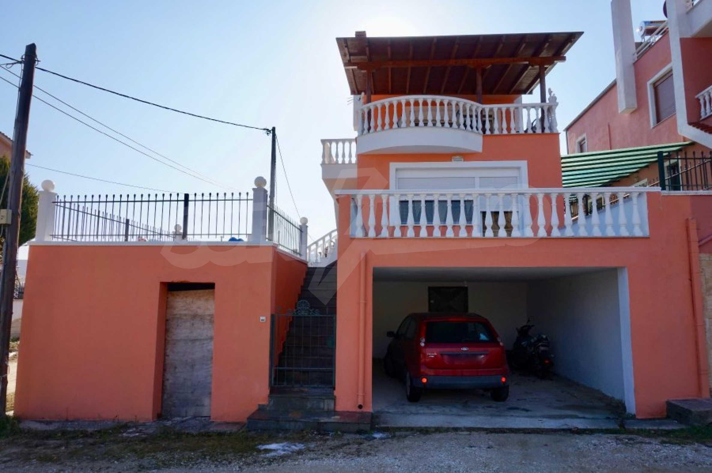 Къща с три спални и гледка към морето 38