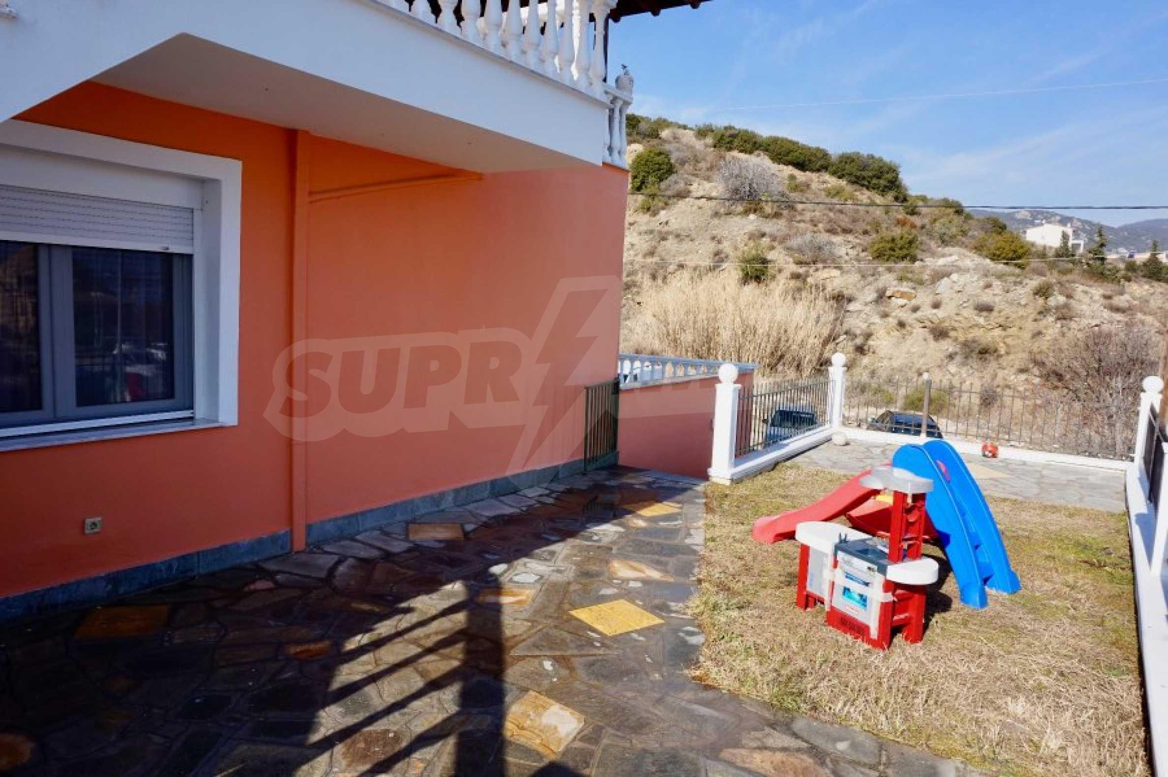 Къща с три спални и гледка към морето 5