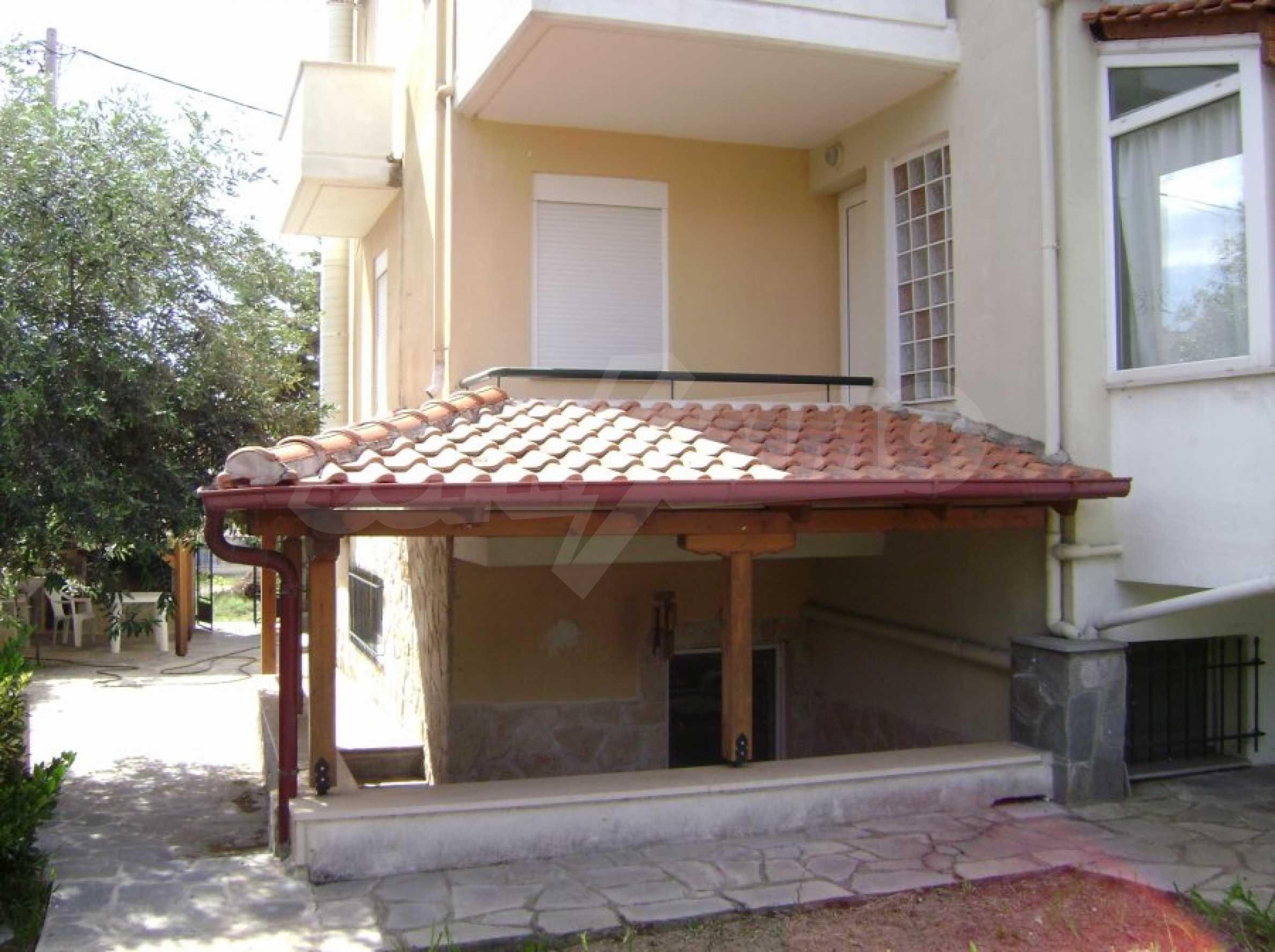 Къща с три спални в Неа Ираклица 9