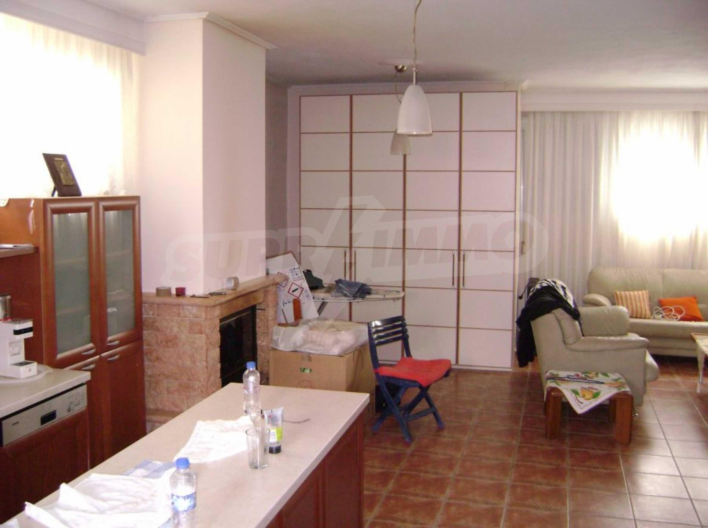 Къща с три спални в Неа Ираклица 11