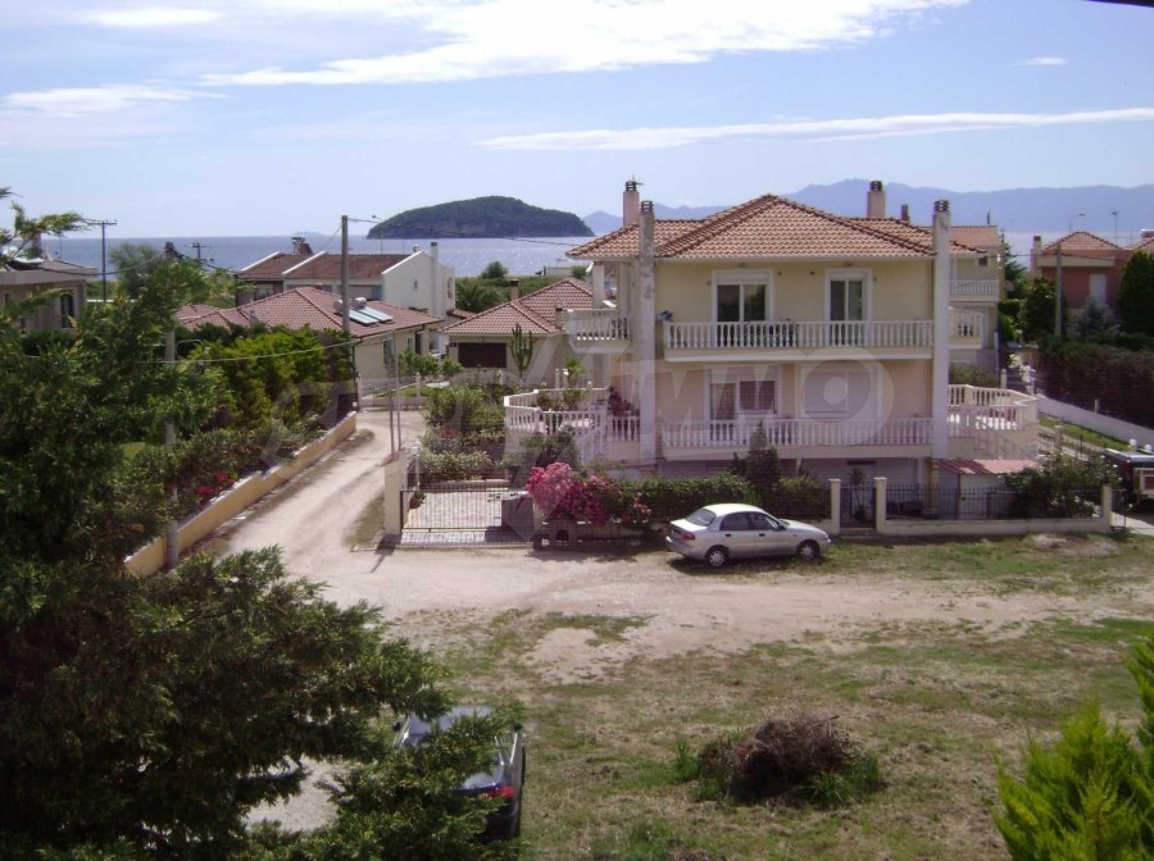 Къща с три спални в Неа Ираклица 30