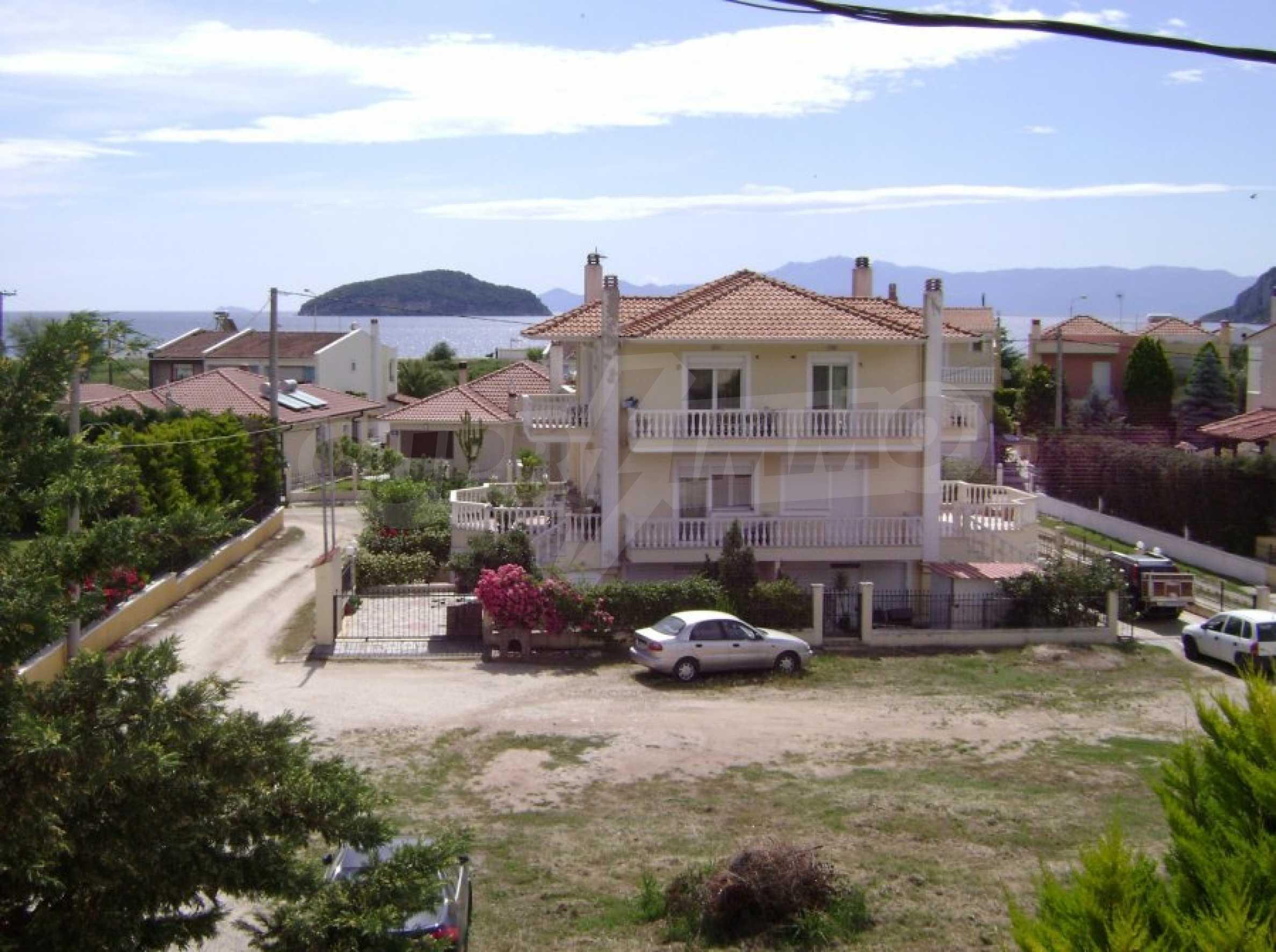 Къща с три спални в Неа Ираклица 35