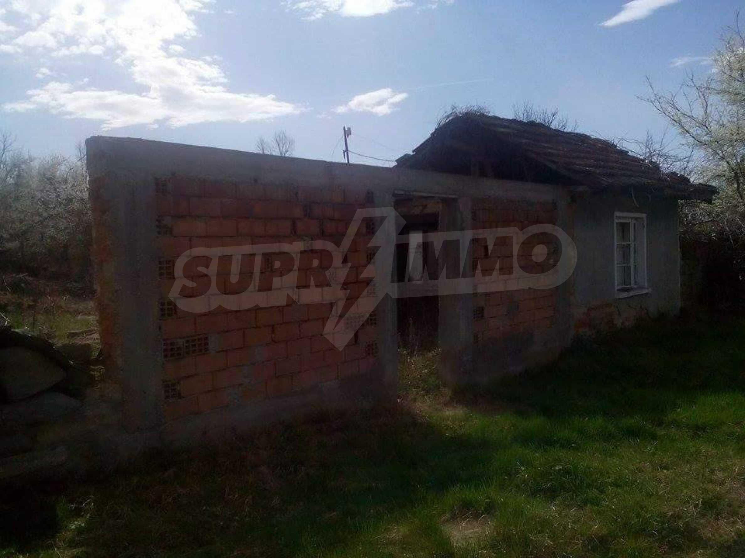 Тухлена двуетажна къща в село на 30 км от Велико Търново  2