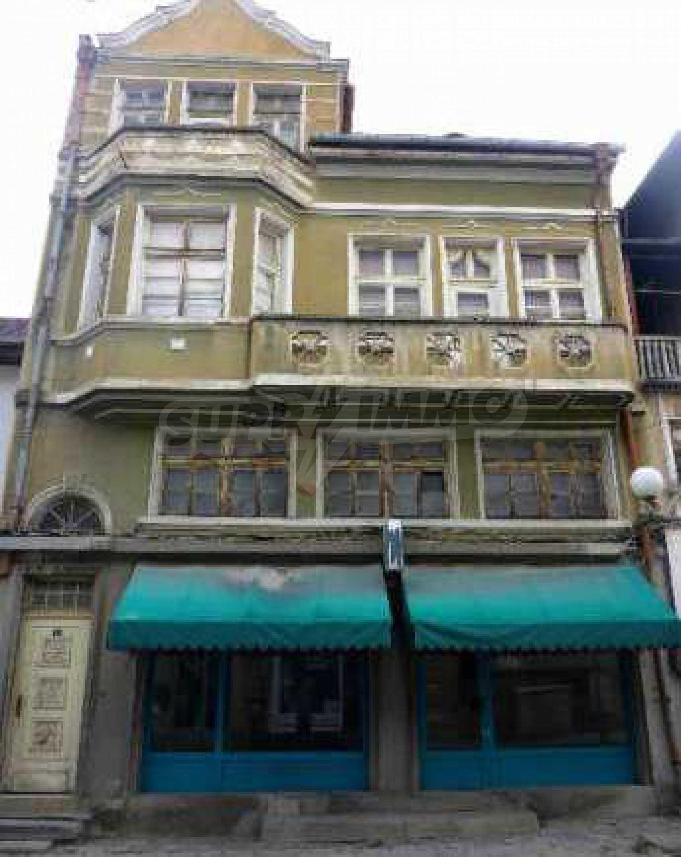 Атрактивен градски имот с магазин в населено място на 24 км от град В.Търново  11