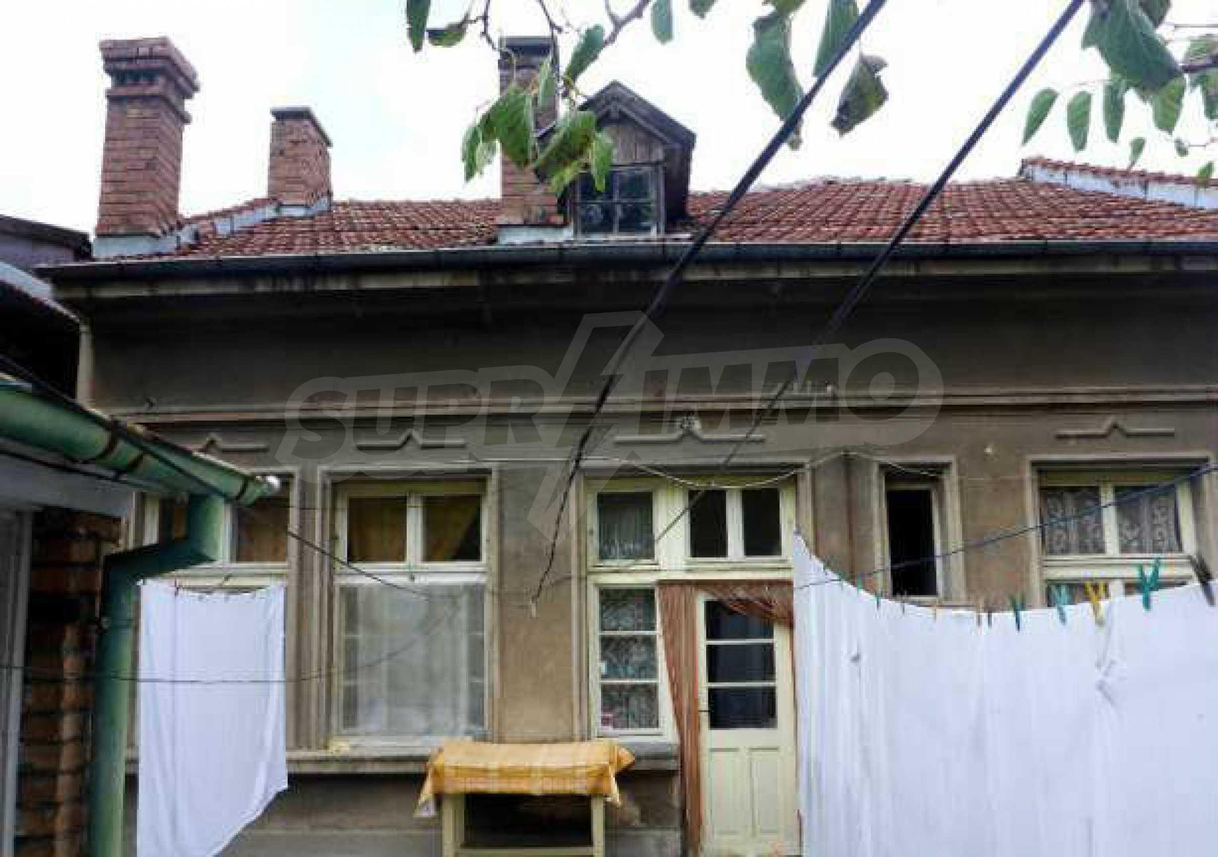 Атрактивен градски имот с магазин в населено място на 24 км от град В.Търново  4