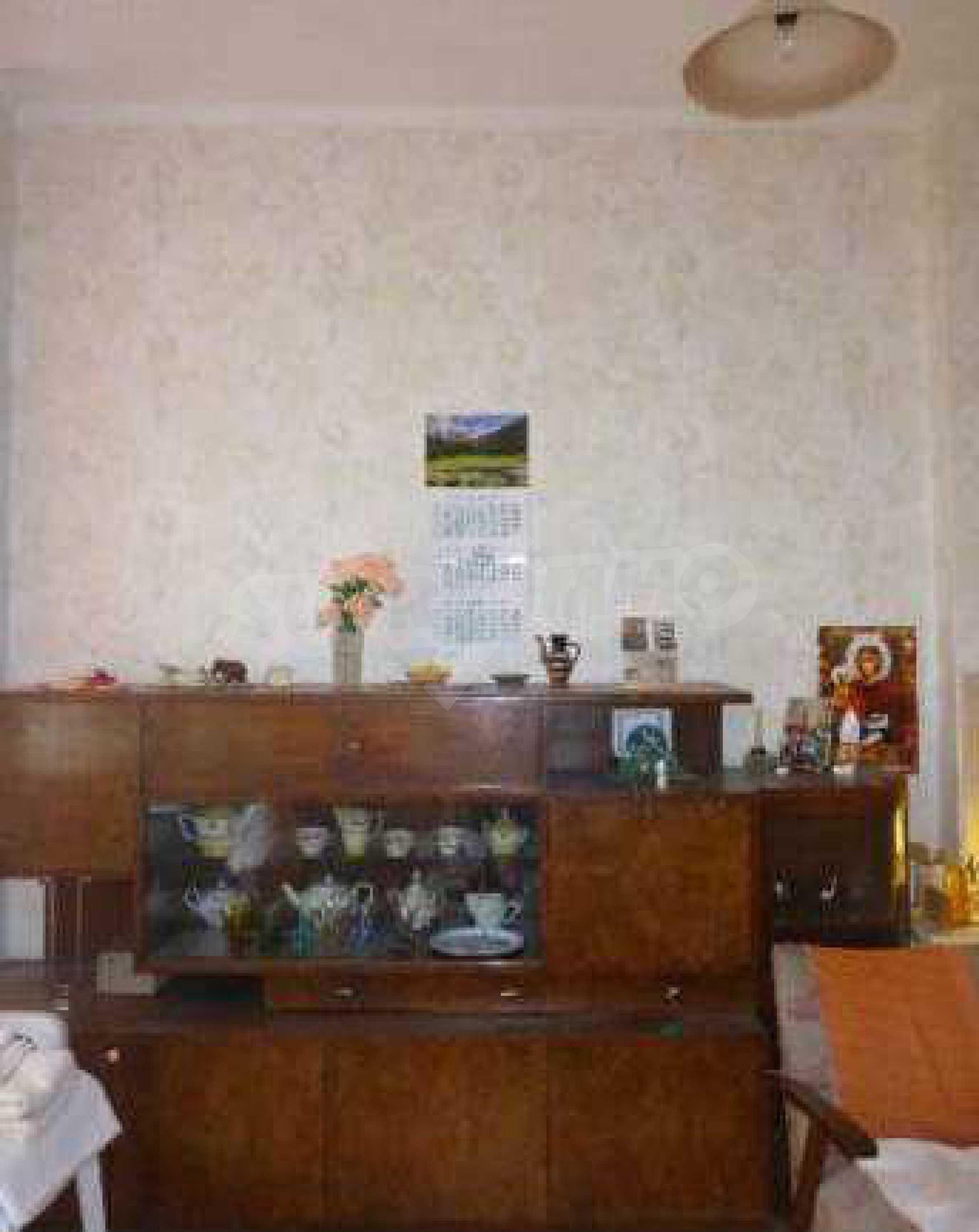 Атрактивен градски имот с магазин в населено място на 24 км от град В.Търново  6