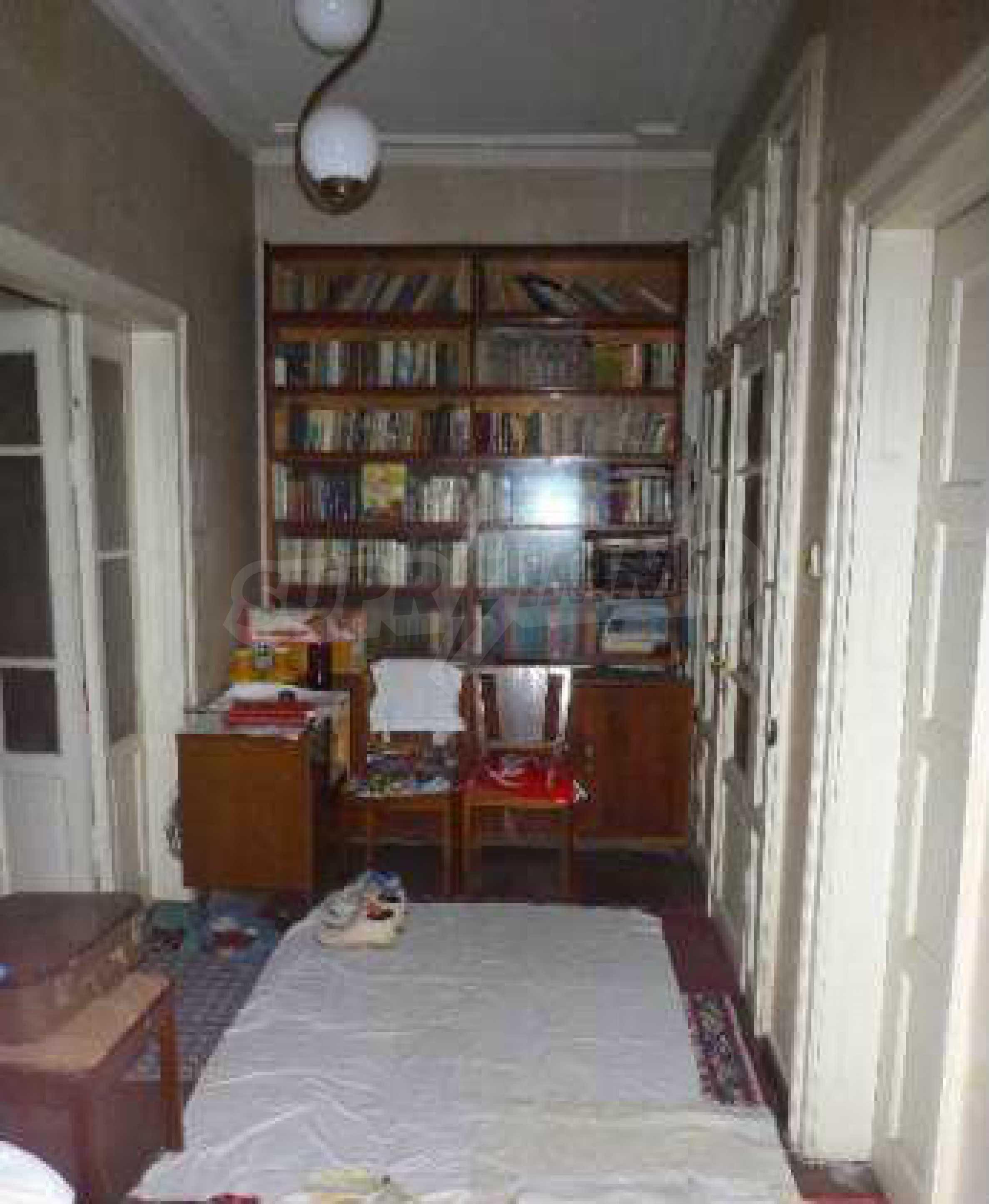 Атрактивен градски имот с магазин в населено място на 24 км от град В.Търново  7