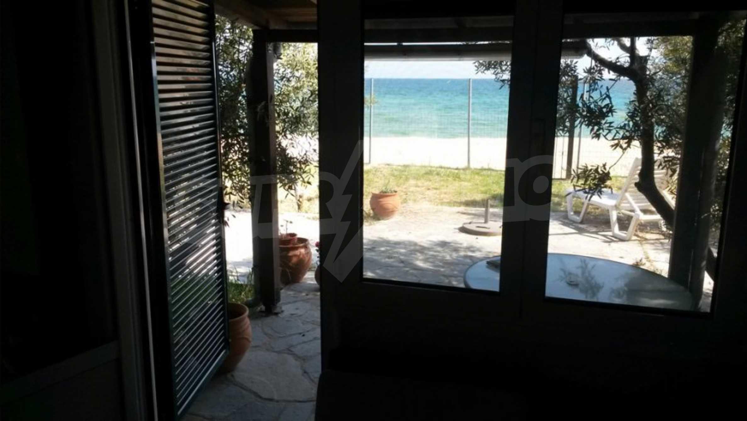 Вила с директен достъп до плажа в Неа Перамос 15