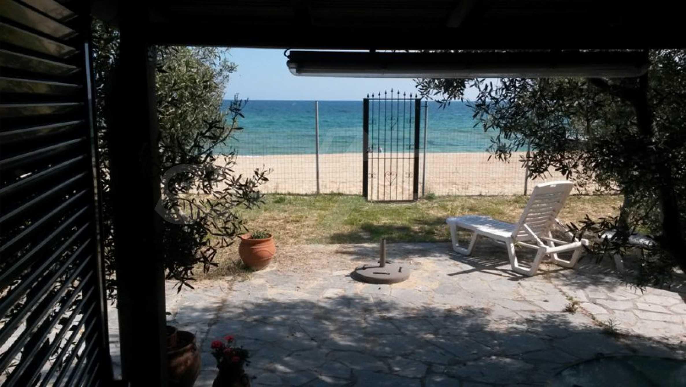 Вила с директен достъп до плажа в Неа Перамос 16