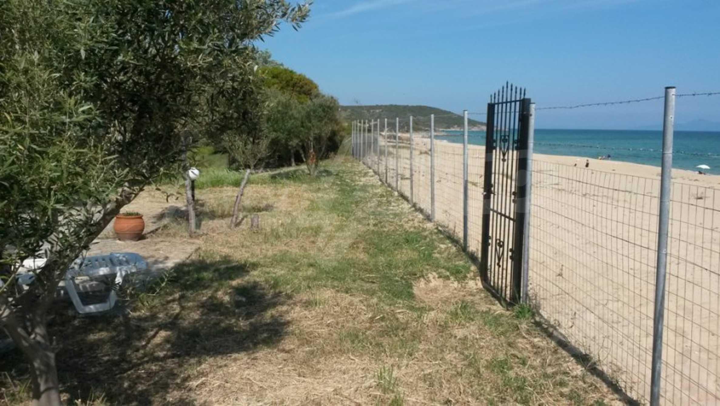 Вила с директен достъп до плажа в Неа Перамос 20