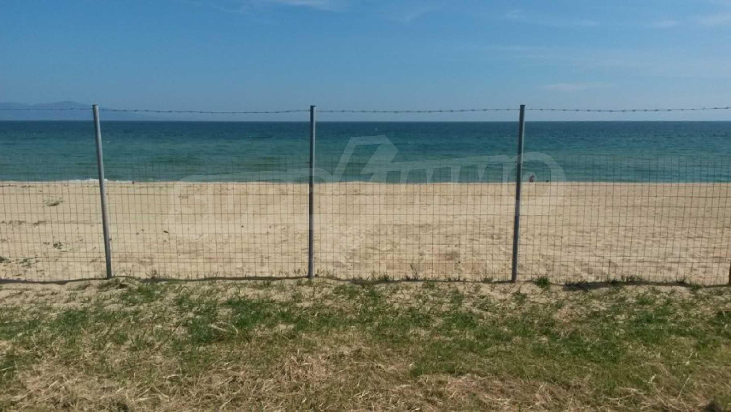 Вила с директен достъп до плажа в Неа Перамос 21