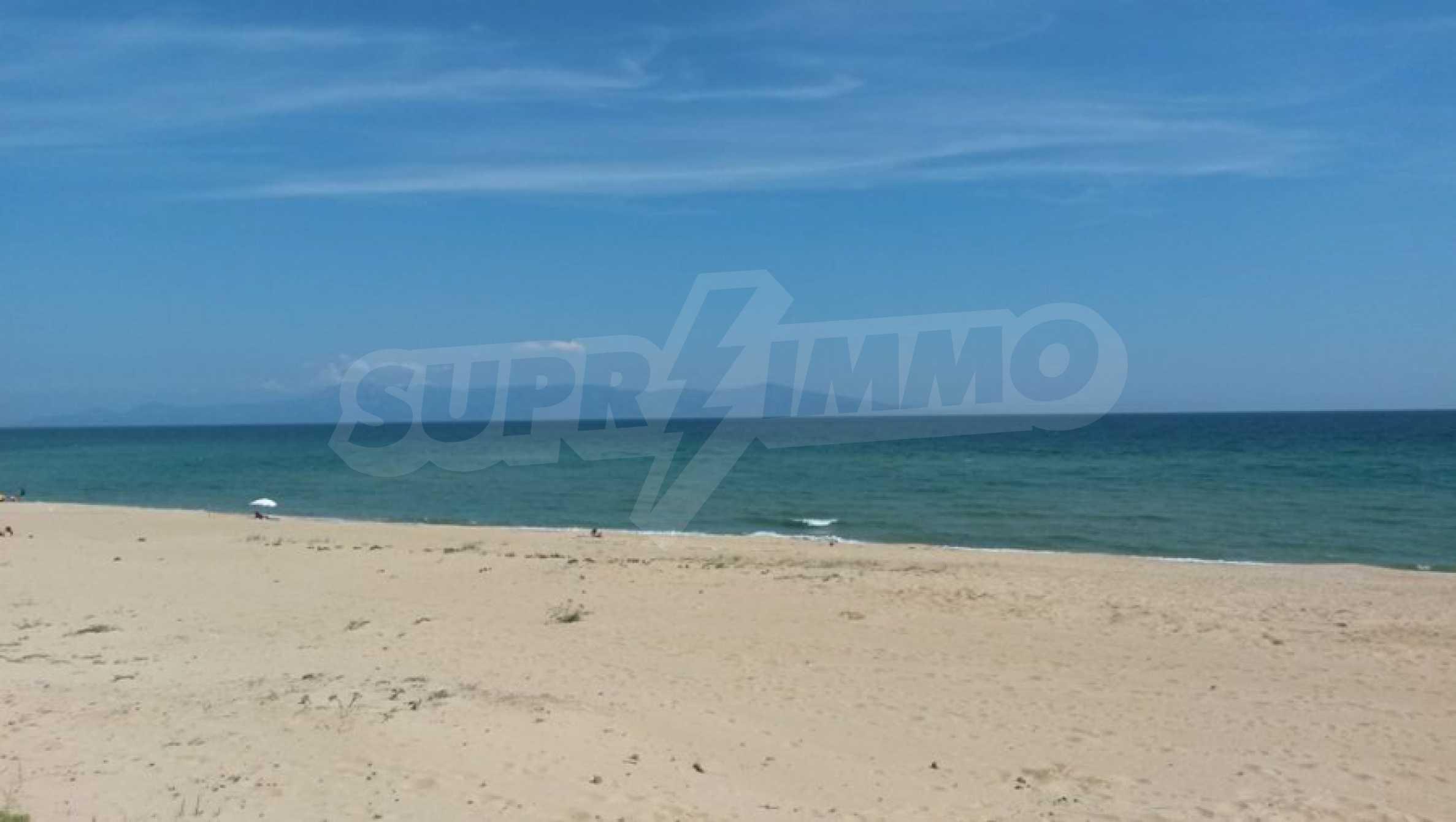 Вила с директен достъп до плажа в Неа Перамос 23