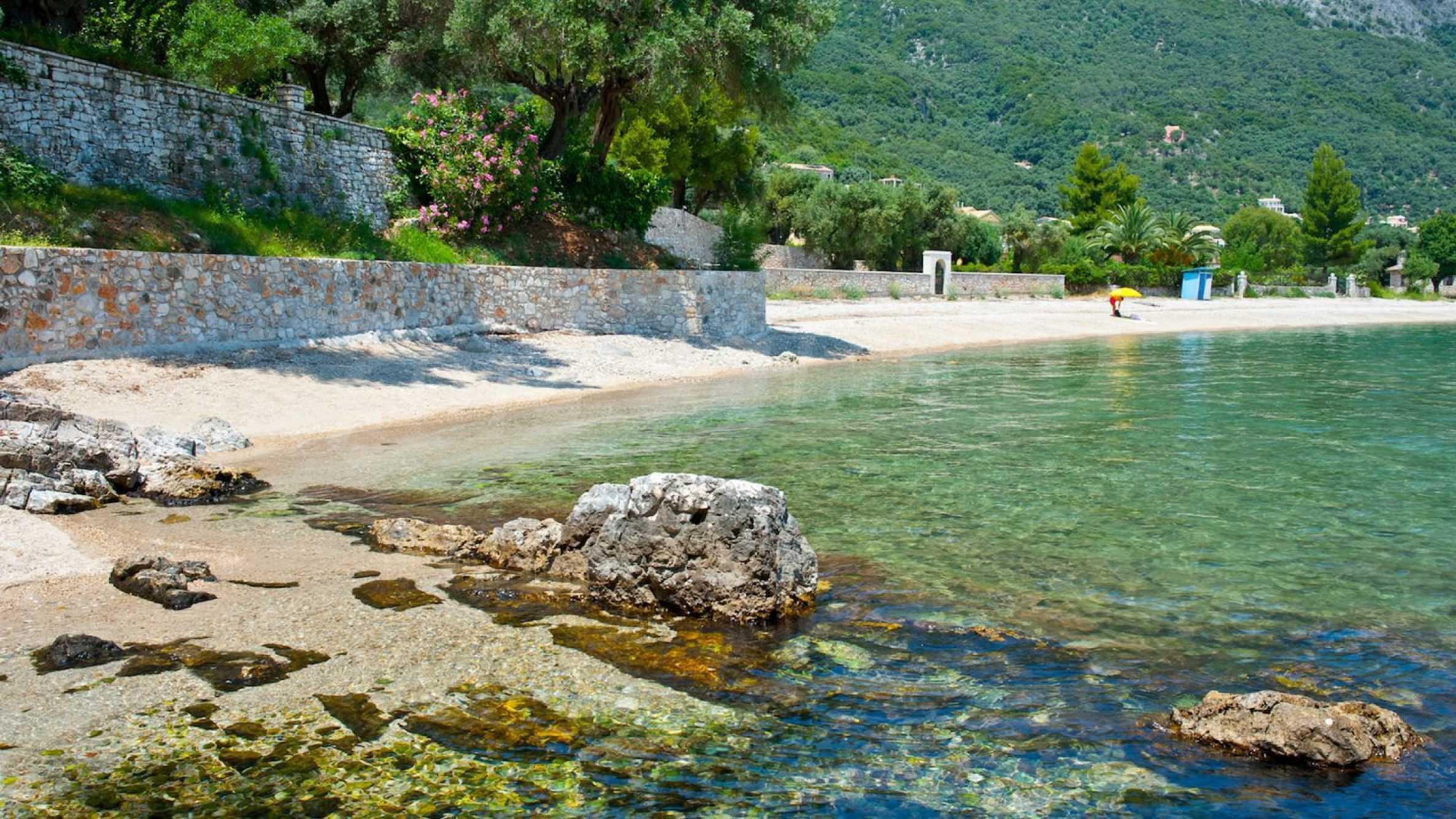 Превъзходна вила, извисена над водите на Йонийско море 16