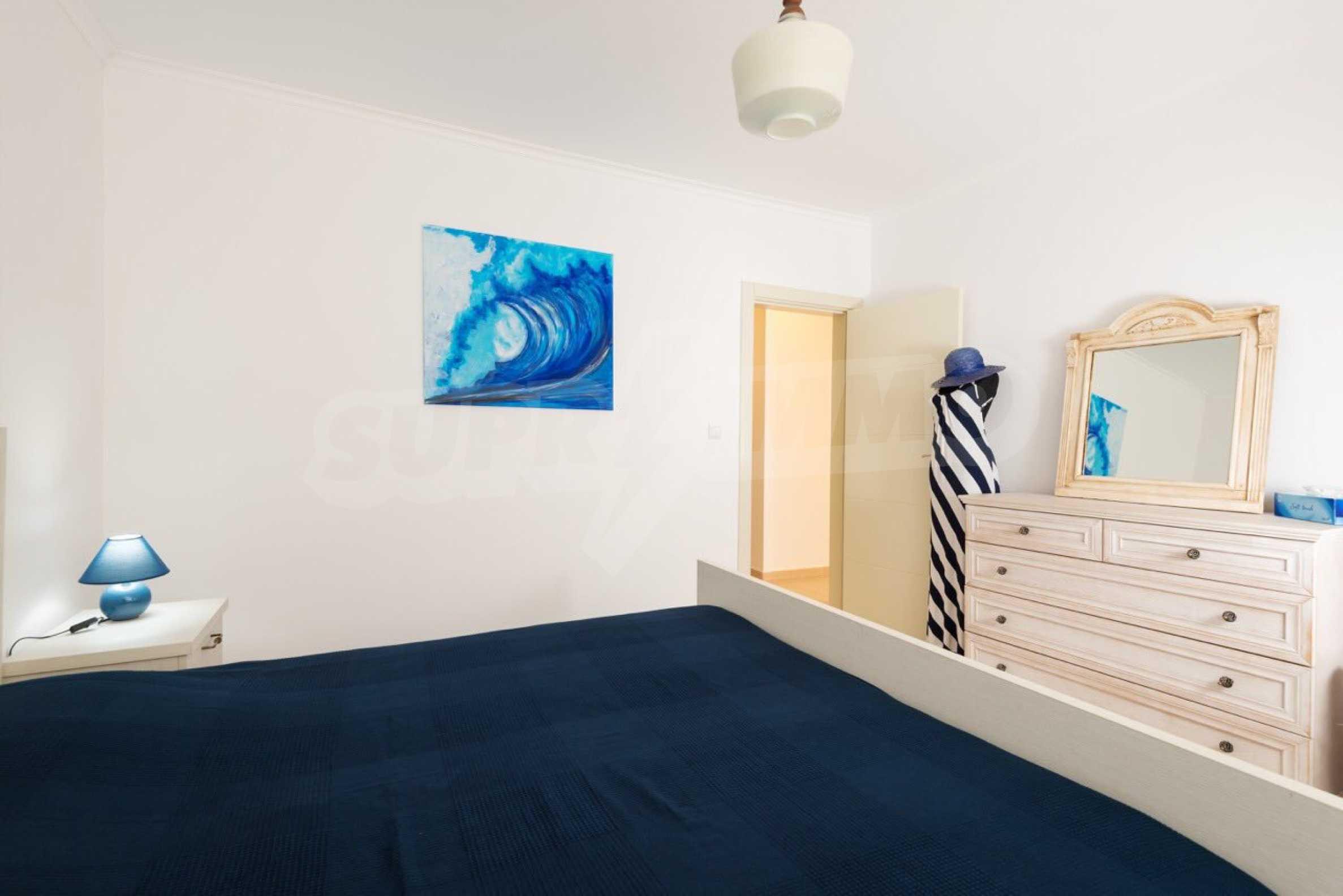 Стилен тристаен апартамент в гр. Черноморец 15