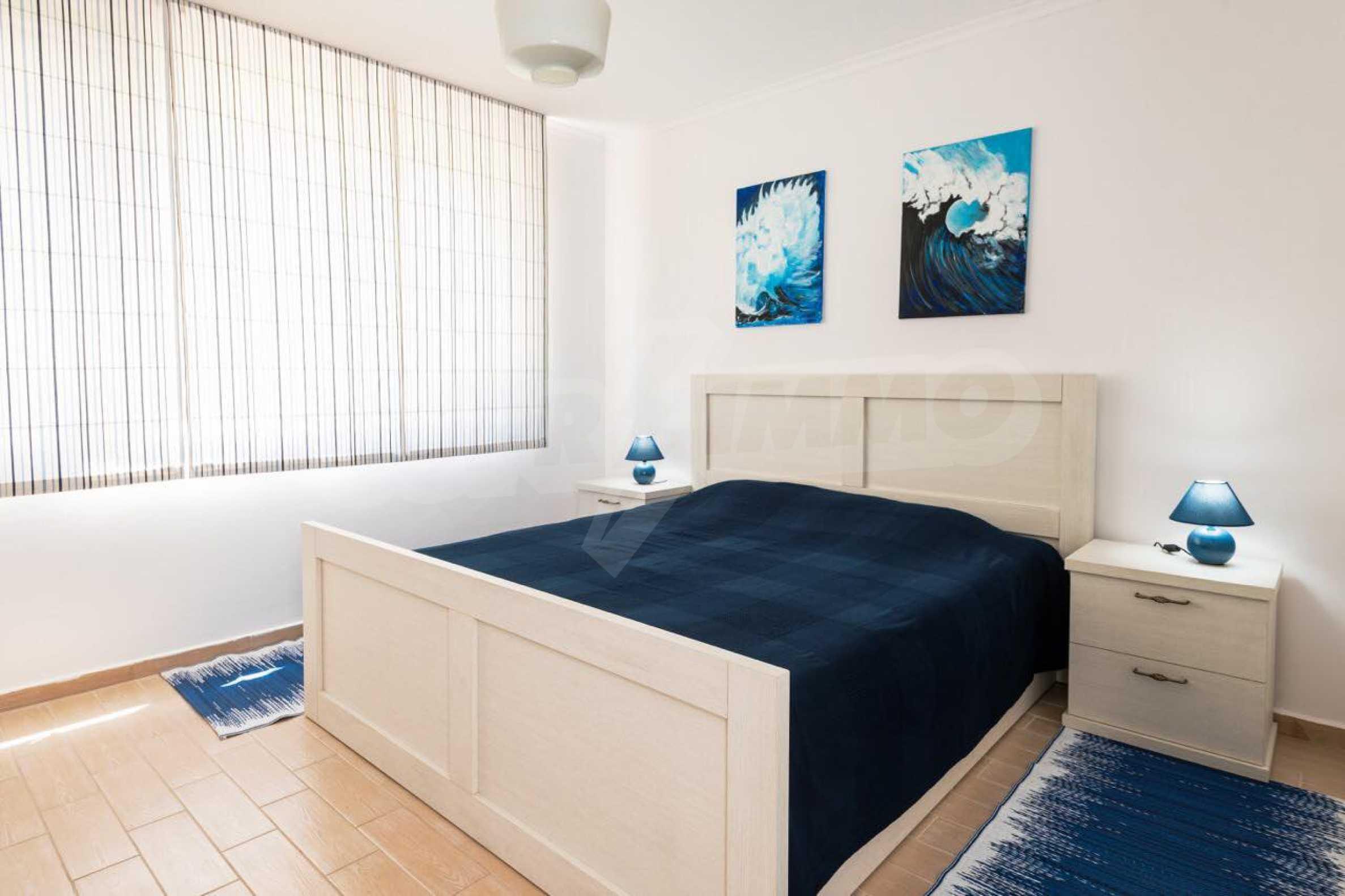 Стилен тристаен апартамент в гр. Черноморец 16