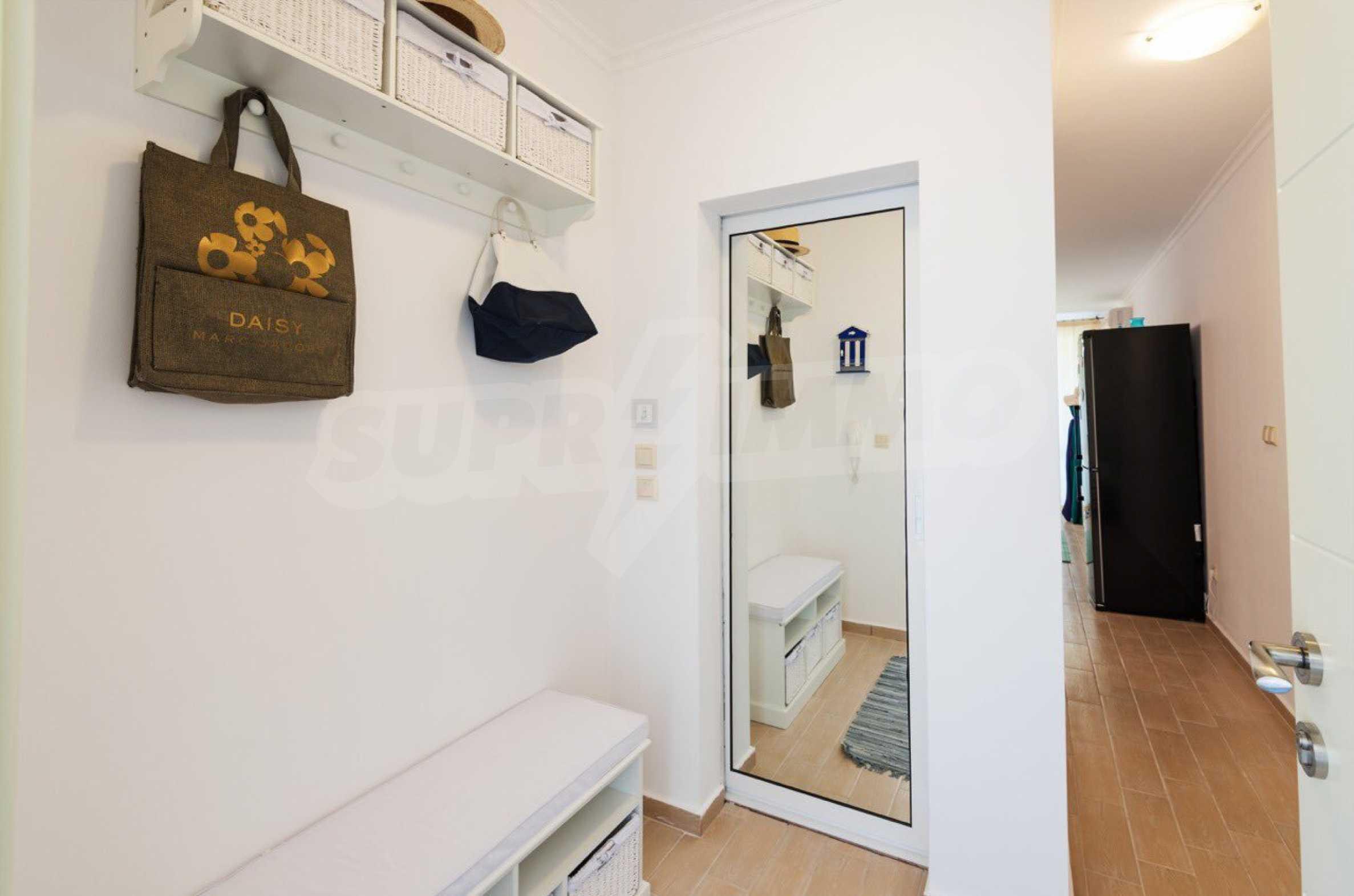 Стилен тристаен апартамент в гр. Черноморец 23