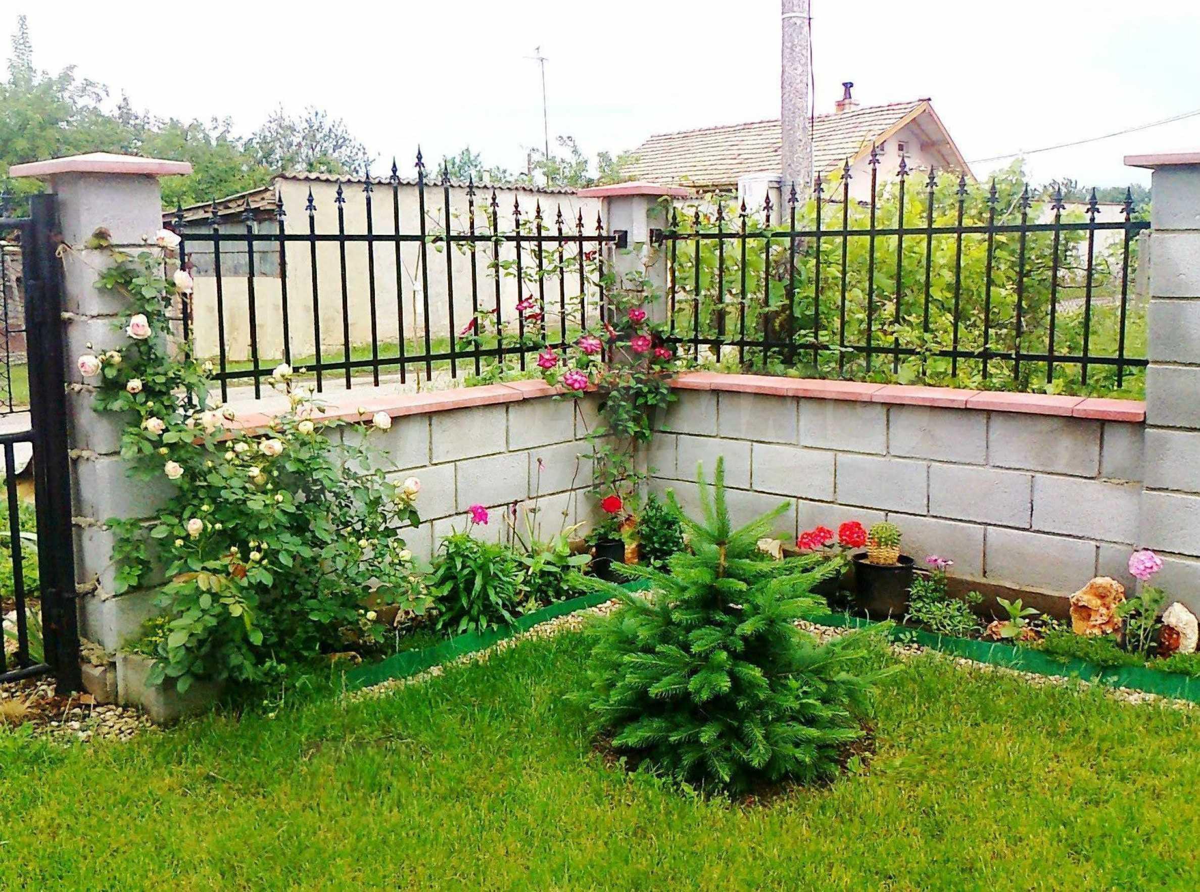 Кокетна къща с поддържана градина 11