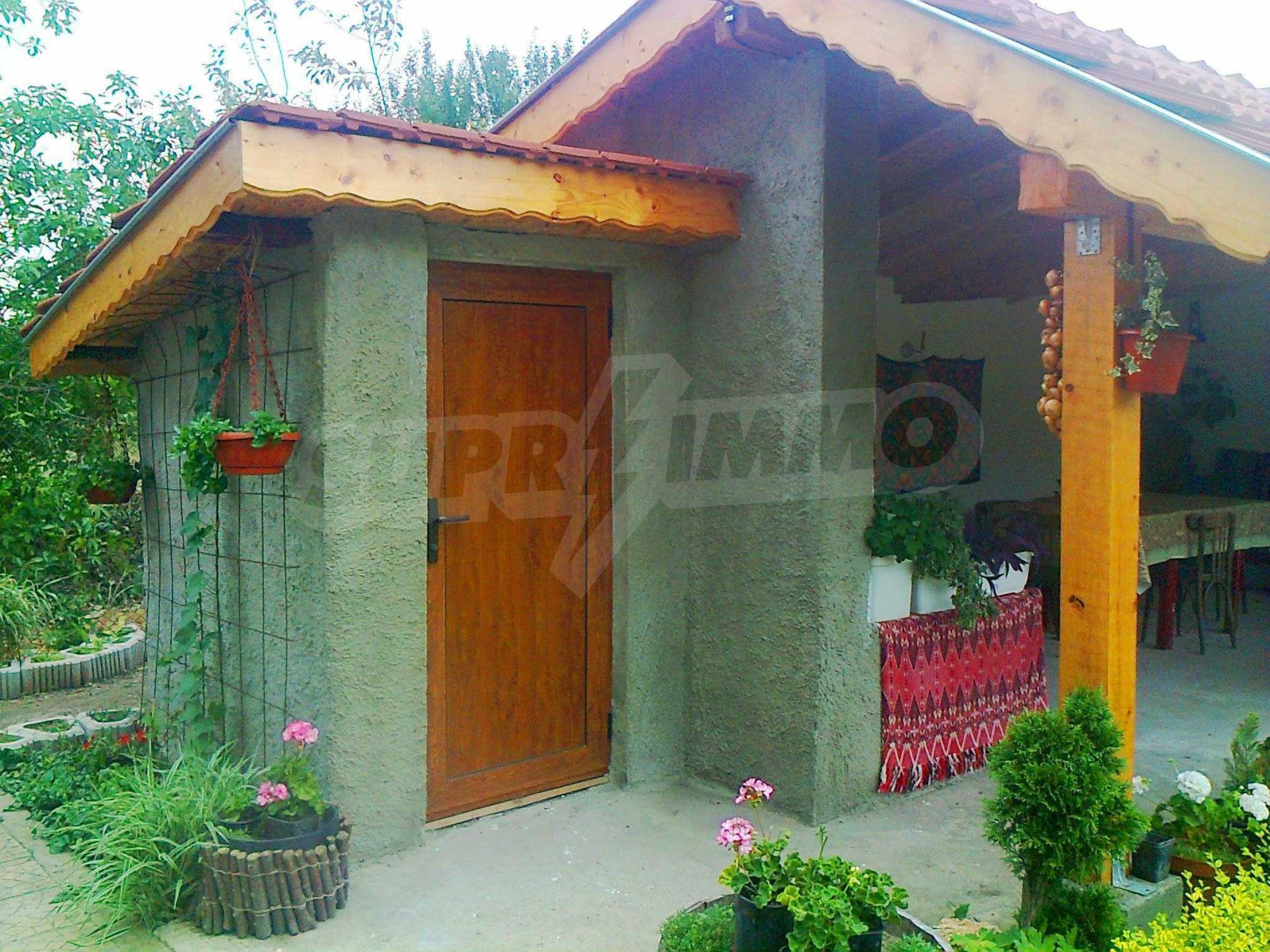 Кокетна къща с поддържана градина 17