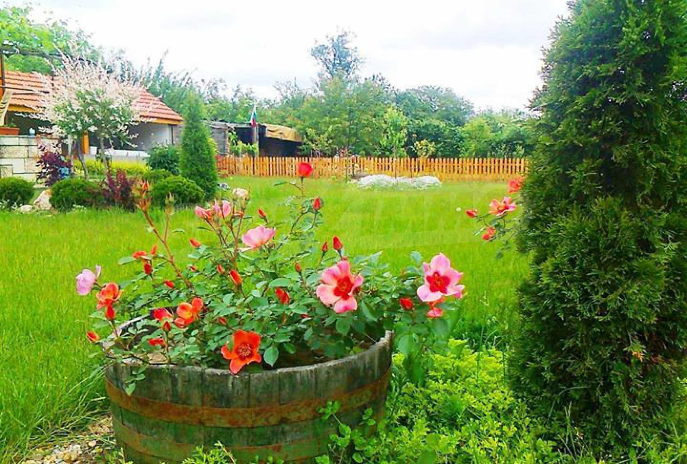 Кокетна къща с поддържана градина 18