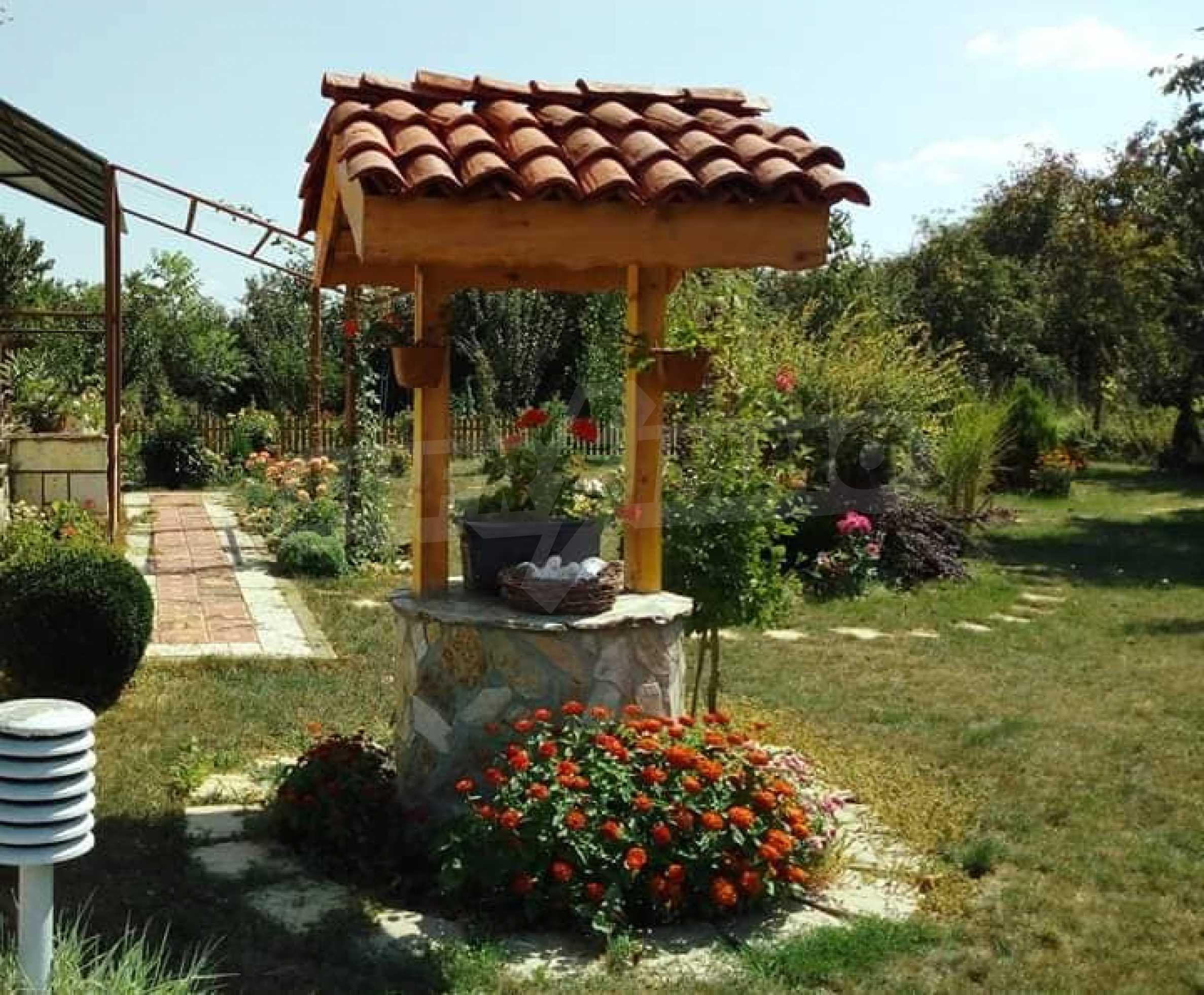 Кокетна къща с поддържана градина 34