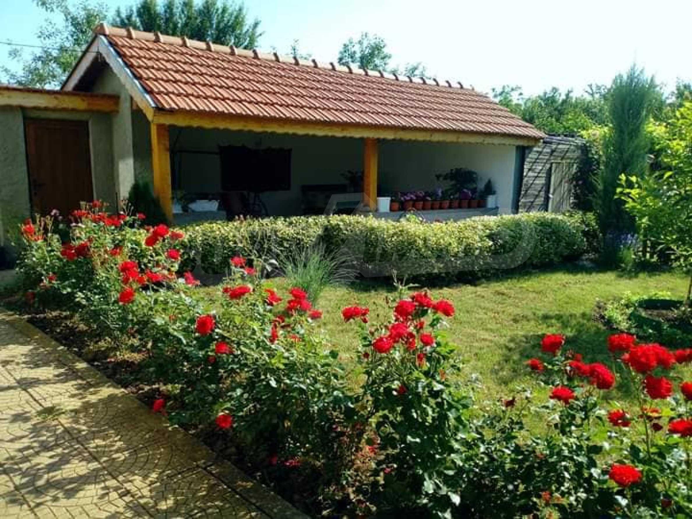 Кокетна къща с поддържана градина 35