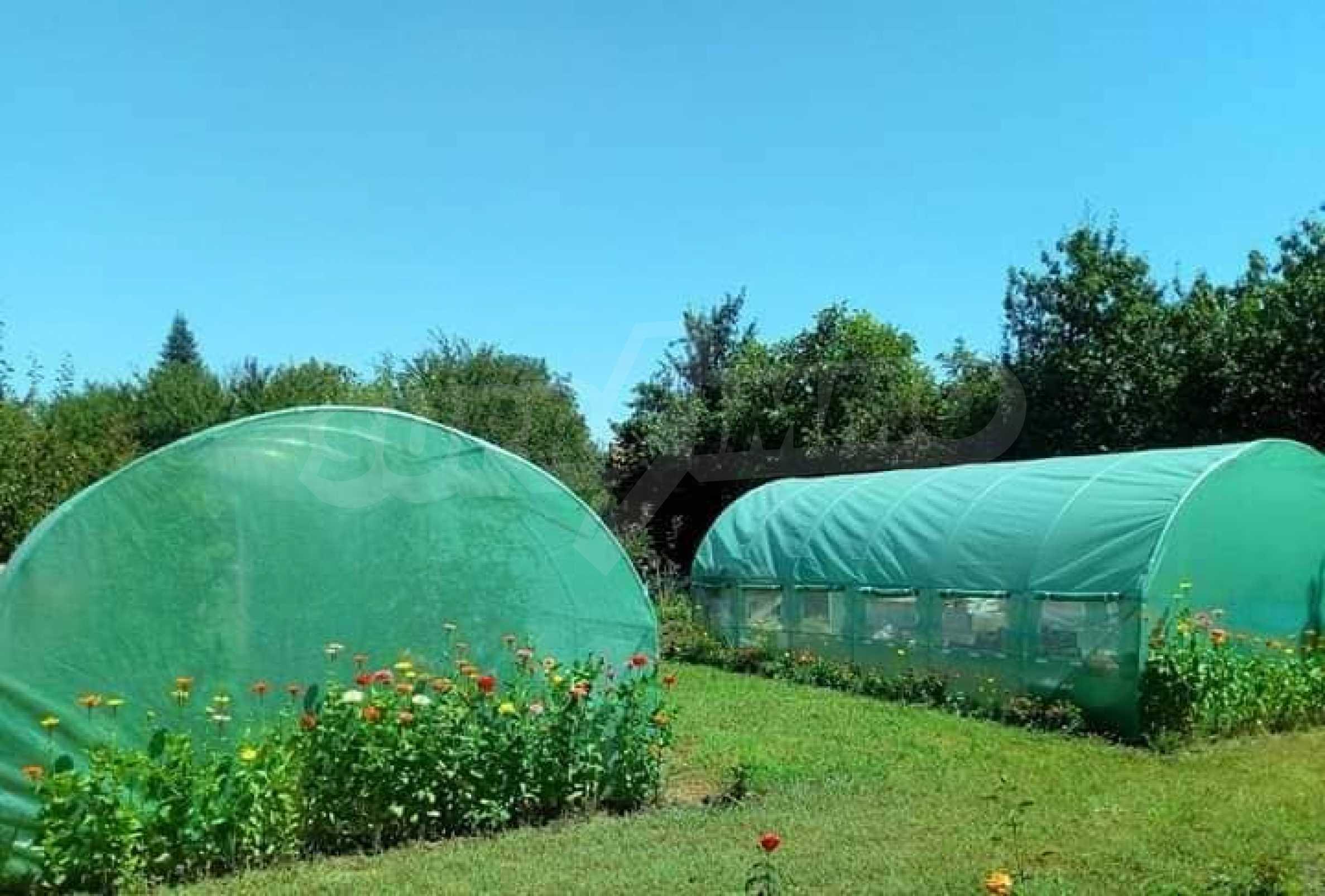 Кокетна къща с поддържана градина 36